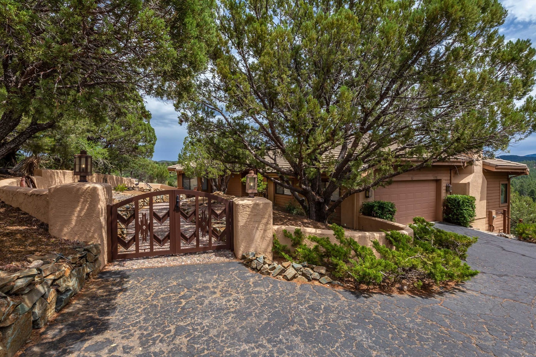 Single Family Homes por un Venta en Meticulously Cared for Prescott Home 175 Crestwood E Prescott, Arizona 86303 Estados Unidos