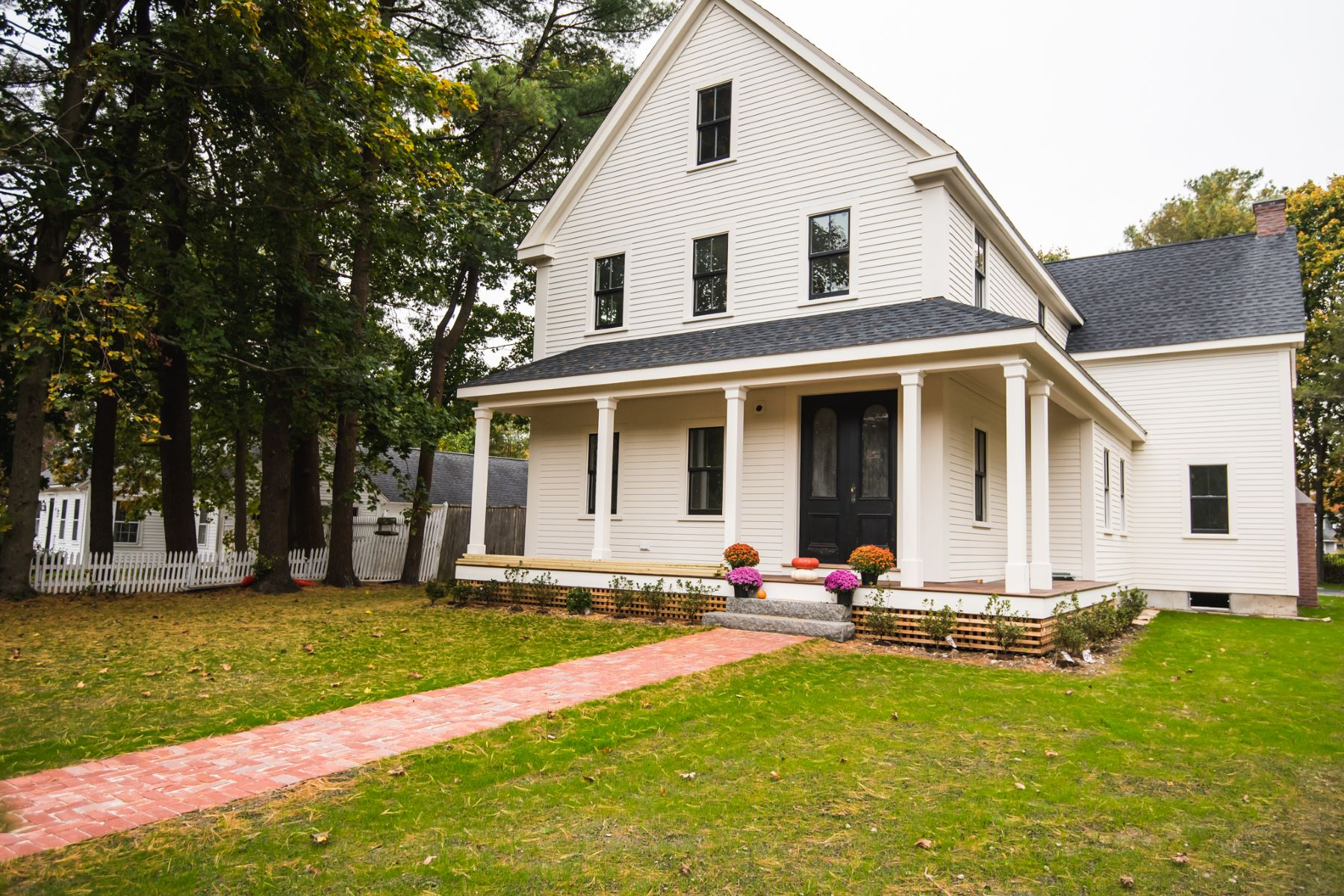 Single Family Homes for Sale at 1007 Main Street Hingham, Massachusetts 02043 United States