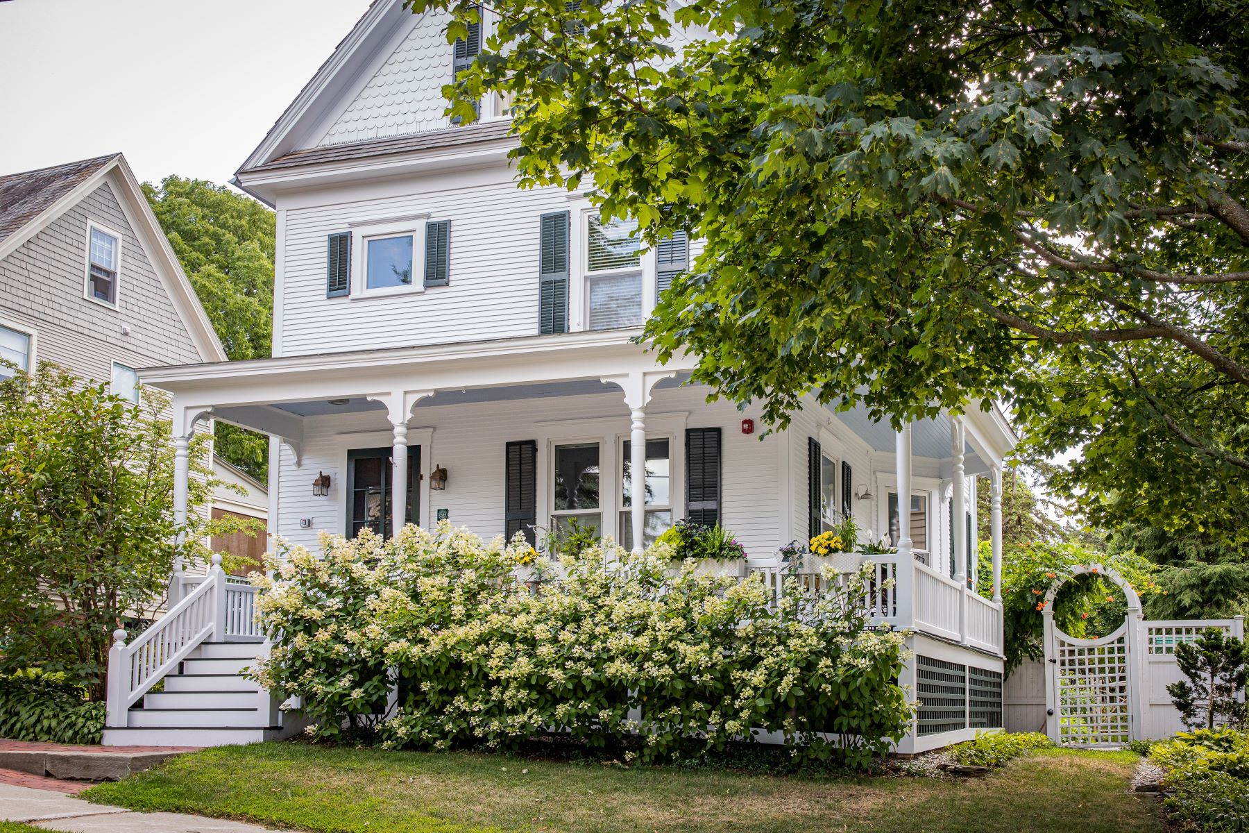 Single Family Homes for Sale at 25 Bayview Street, Burlington 25 Bayview St Burlington, Vermont 05401 United States