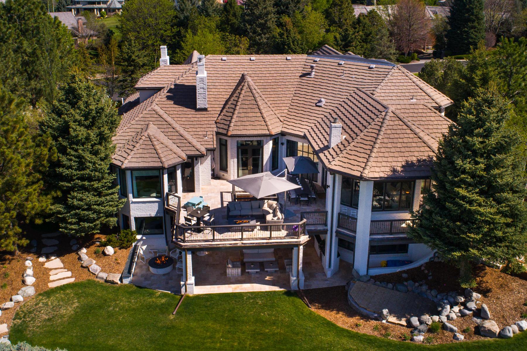 Casa Unifamiliar por un Venta en Timeless Beauty and Captivating Mountain Views 89 Glenmoor Place Cherry Hills Village, Colorado 80113 Estados Unidos