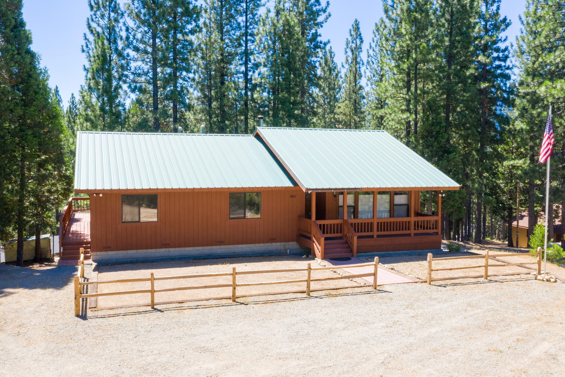 Additional photo for property listing at 1667 Grey Squirrel Road, Clio, CA 96106 1667 Grey Squirrel Road Clio, 加利福尼亚州 96106 美国