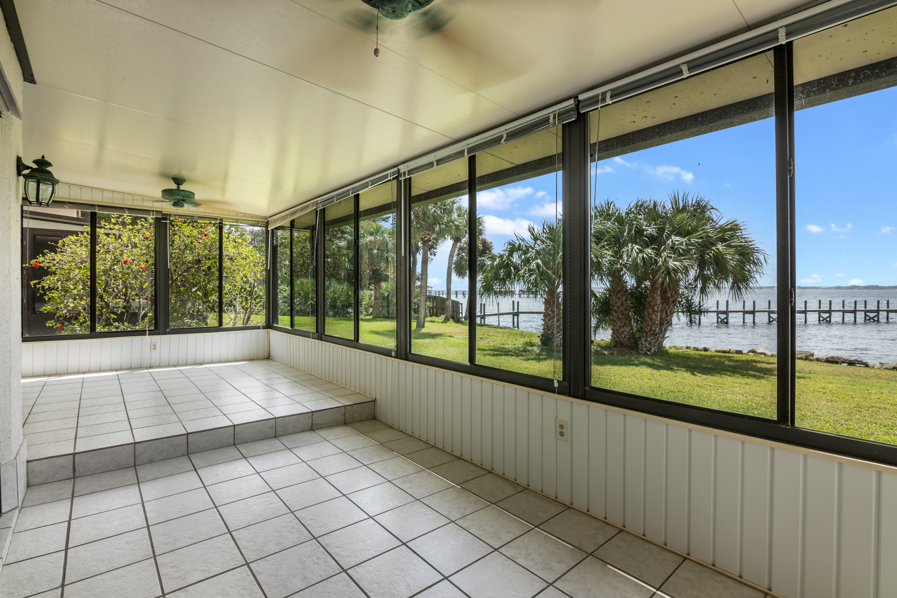 Additional photo for property listing at MELBOURNE BEACH RIVERFRONT TOWNHOUSE AWAITS YOU! 3262 River Villa Way Melbourne Beach, Florida 32951 United States