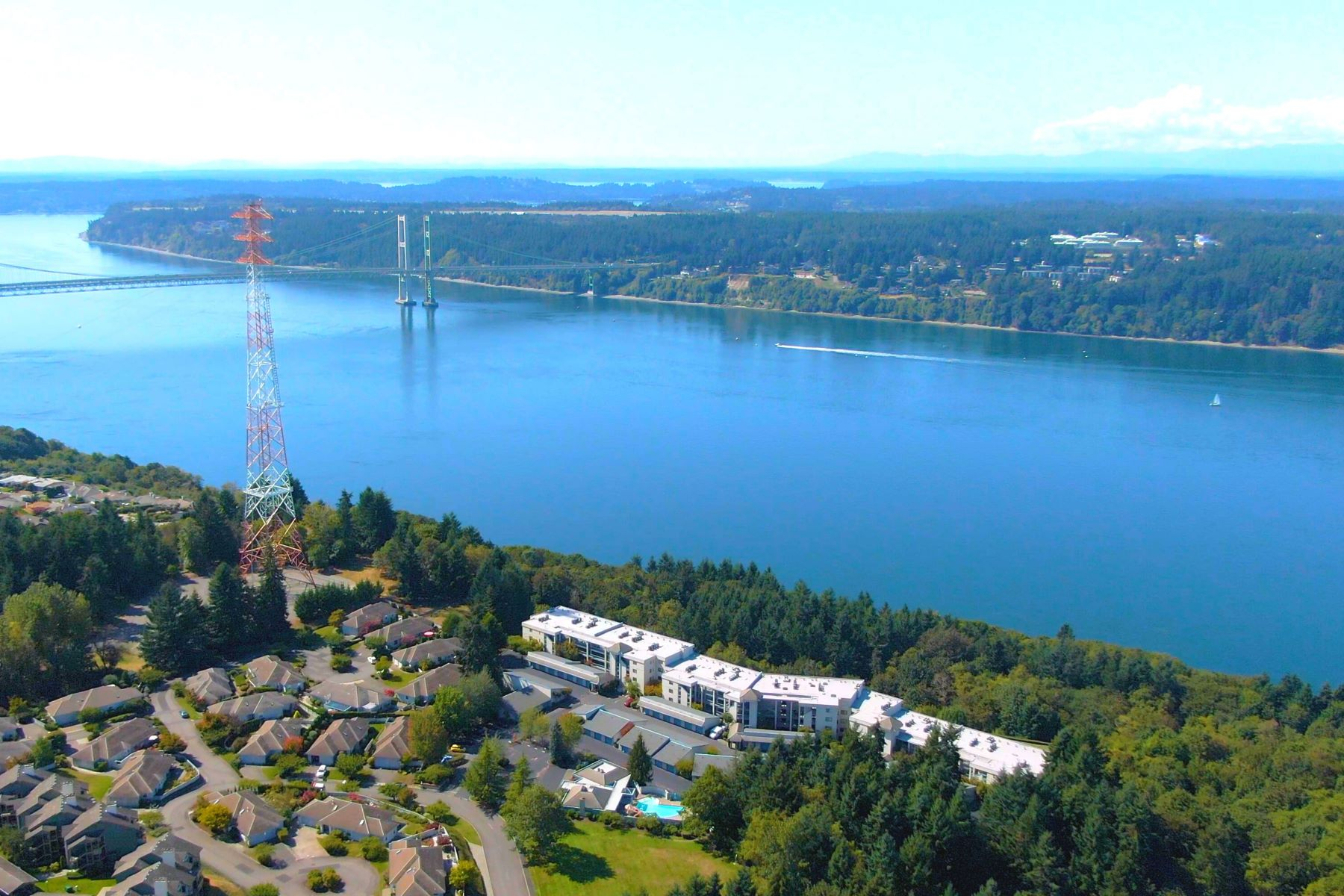 Condominiums por un Venta en GoldCreek213.com 3016 N Narrows Drive C213 Tacoma, Washington 98407 Estados Unidos