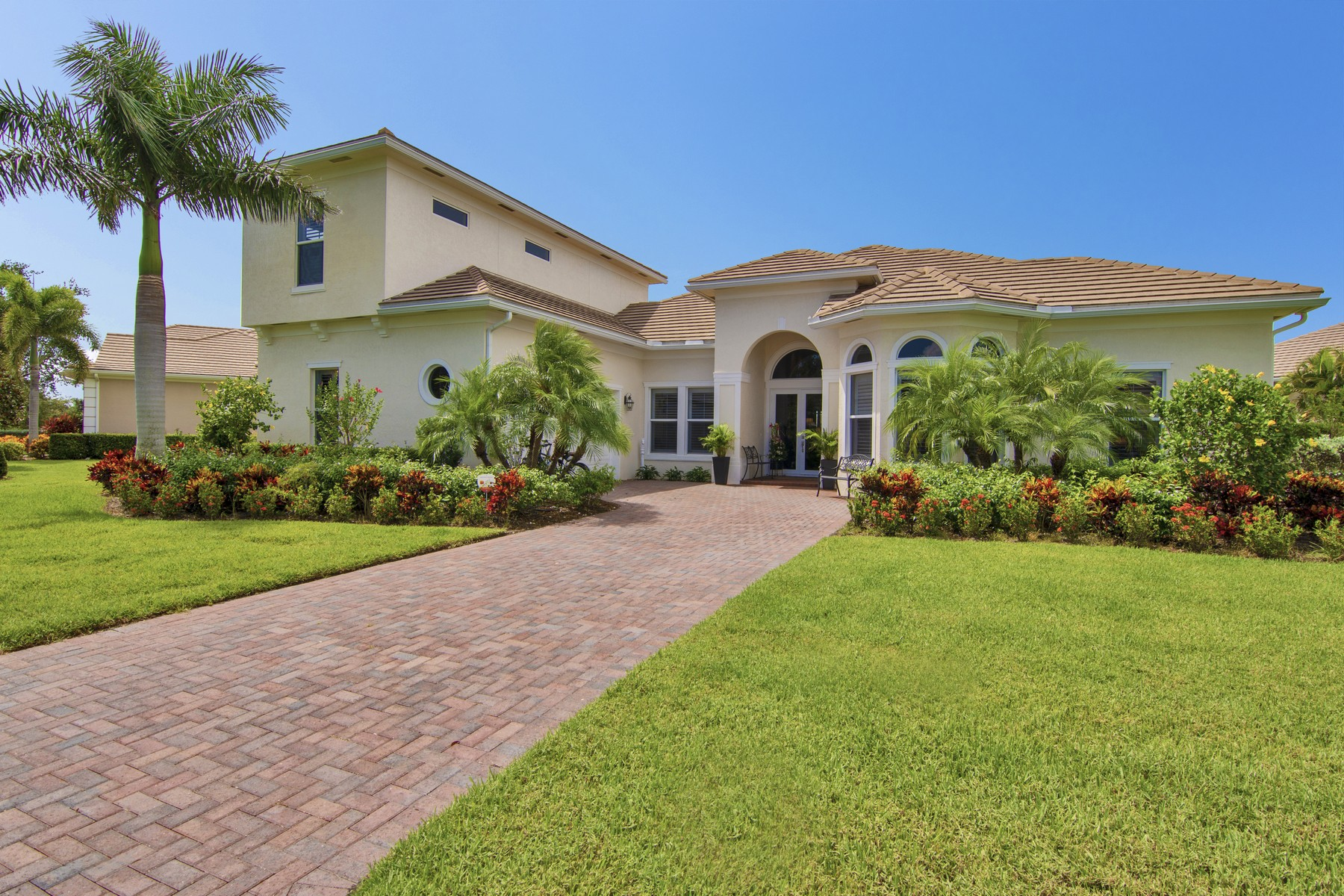 Single Family Home for Sale at Bright and Spacious Five Bedroom Home With Stunning Lake Views 1070 Riverwind Circle Vero Beach, Florida 32967 United States