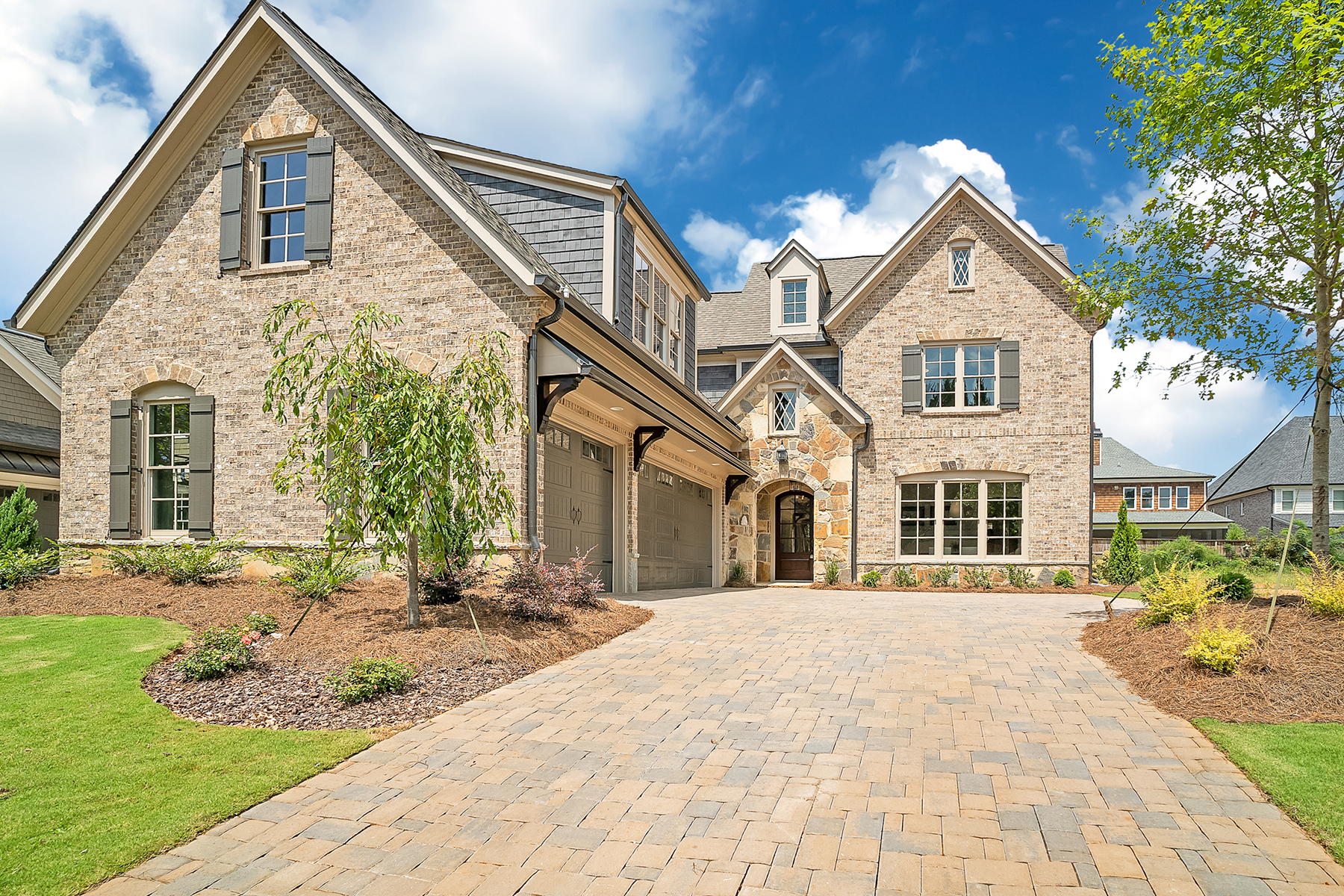 Eensgezinswoning voor Verkoop op New Luxury Home In The Heart Of East Cobb 4588 Oakside Point Marietta, Georgië 30067 Verenigde Staten