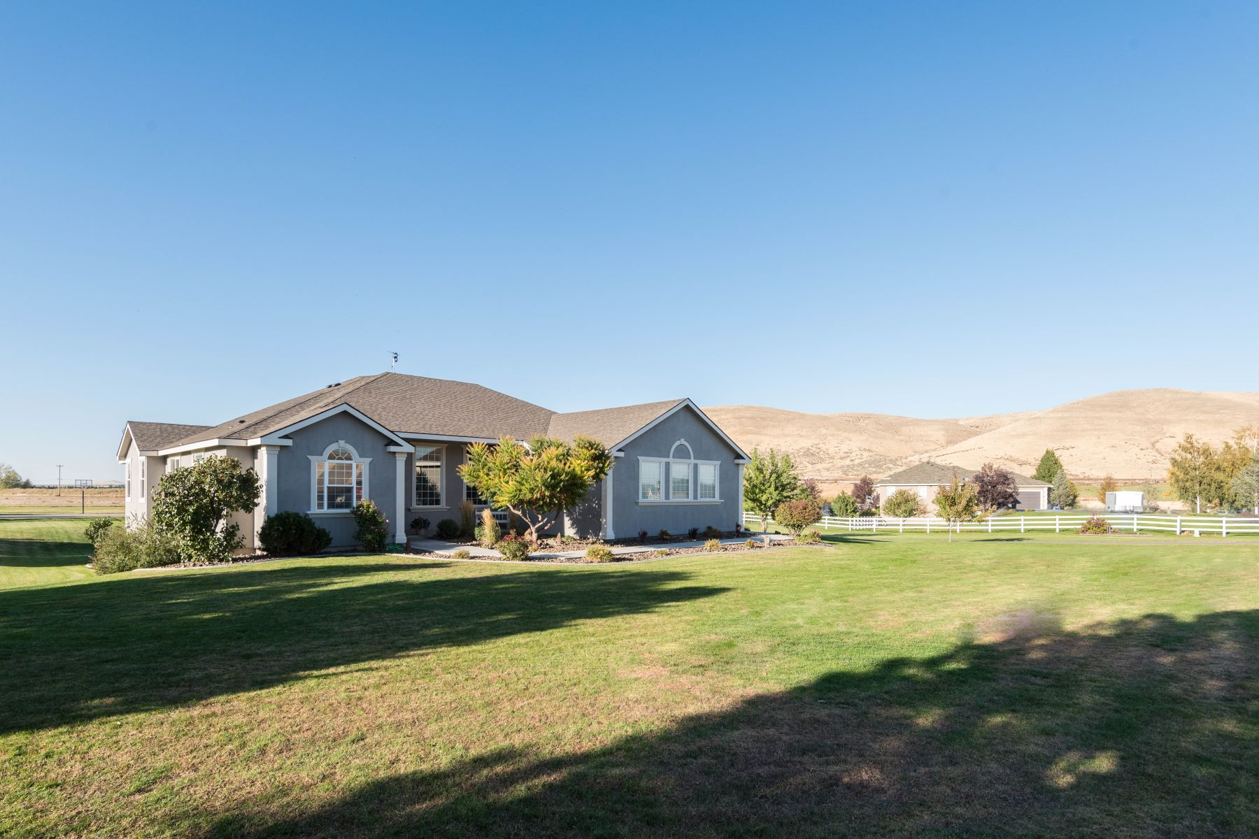Tek Ailelik Ev için Satış at BEAUTIFUL CUSTOM HOME W/ACREAGE & VIEWS! 24603 S Sunset Meadows Loop Kennewick, Washington 99338 Amerika Birleşik Devletleri