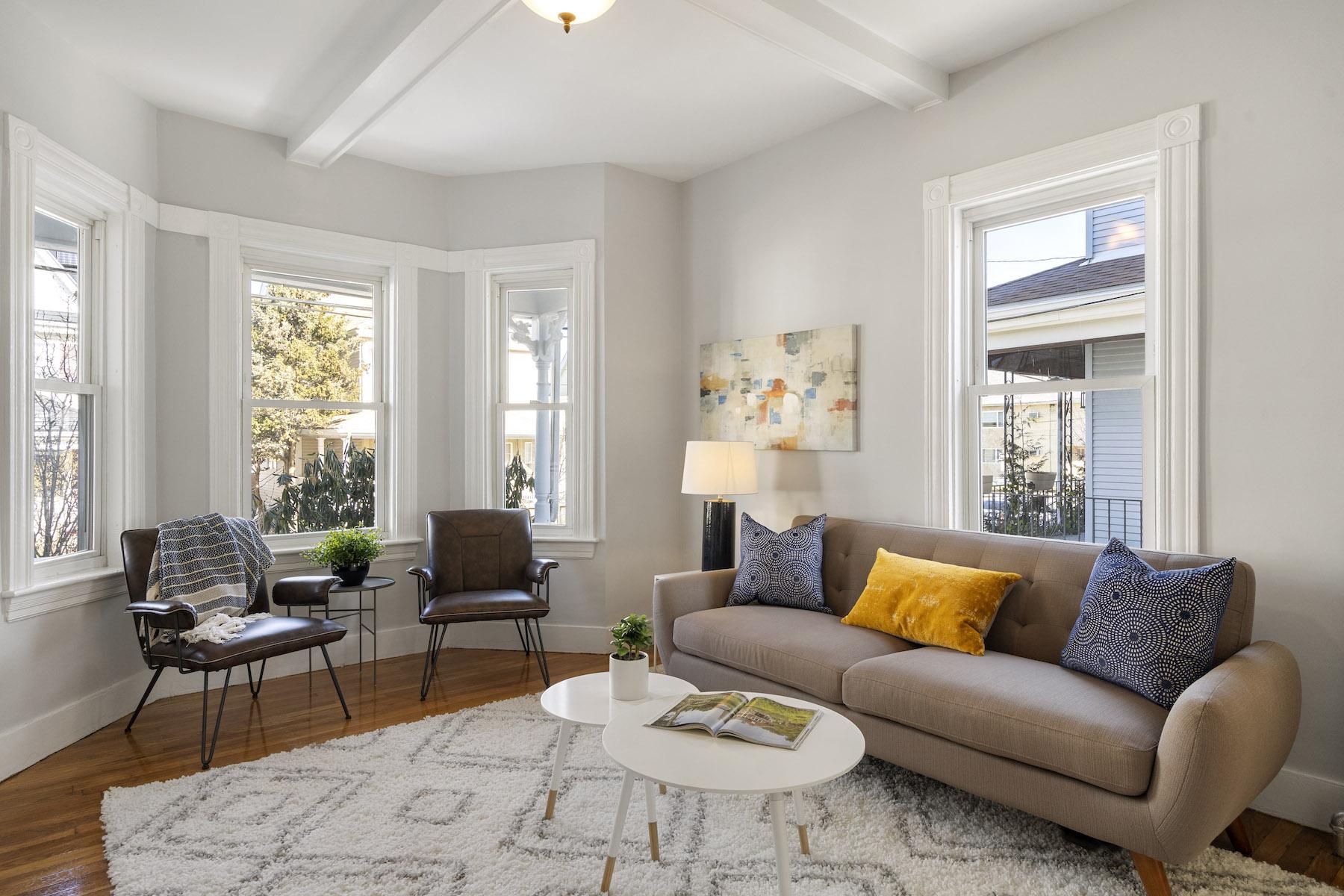 Condominiums por un Venta en 30 Clayton Avenue, Unit 1 30 Clayton Avenue Unit 1 Medford, Massachusetts 02155 Estados Unidos