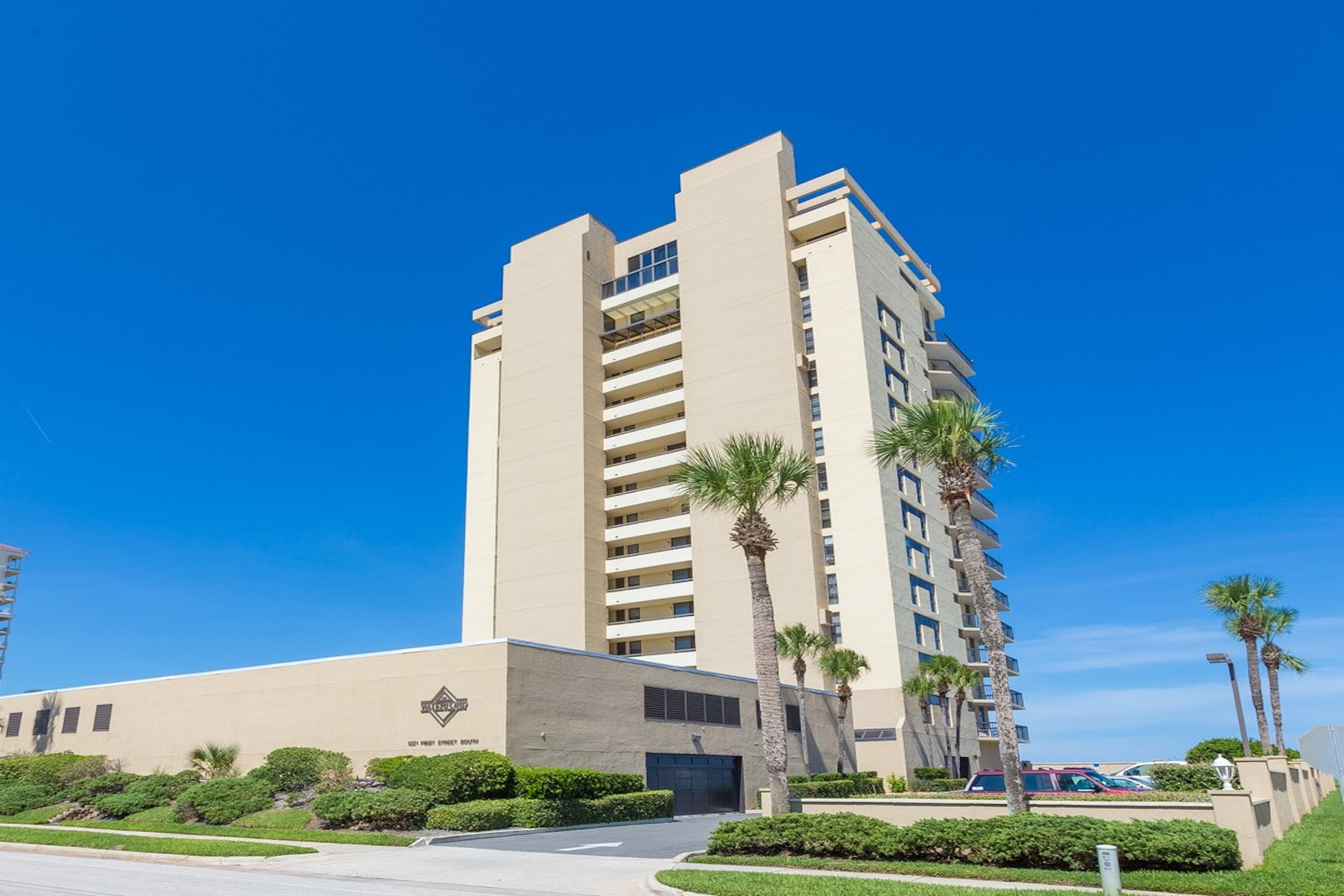 Condominium for Sale at The Waterford 1221 1st St. South 4A Jacksonville, Florida, 32250 United States