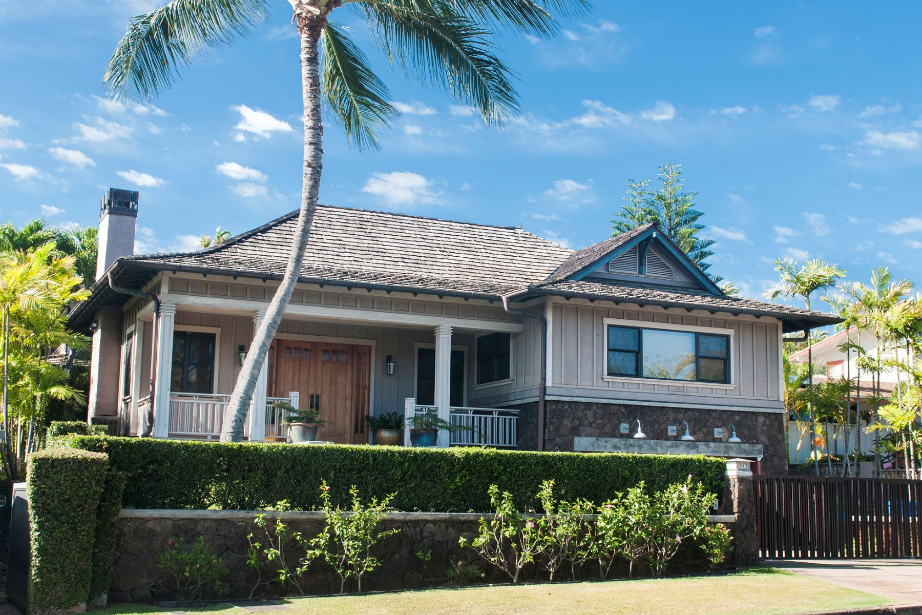 Single Family Home for Sale at Timeless Superior Features 4287 Kahala Avenue Honolulu, Hawaii 96816 United States