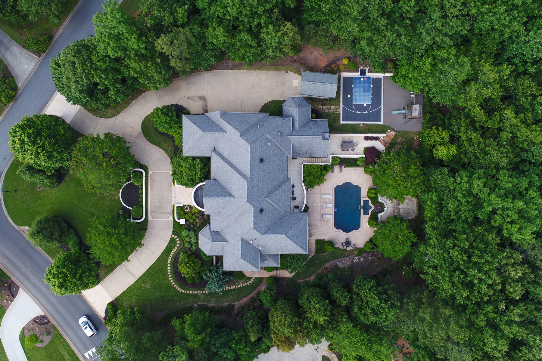 Additional photo for property listing at Extraordinary Updated Country Club of the South Family Estate Home 8885 Old Southwick Pass Alpharetta, Georgia 30022 United States