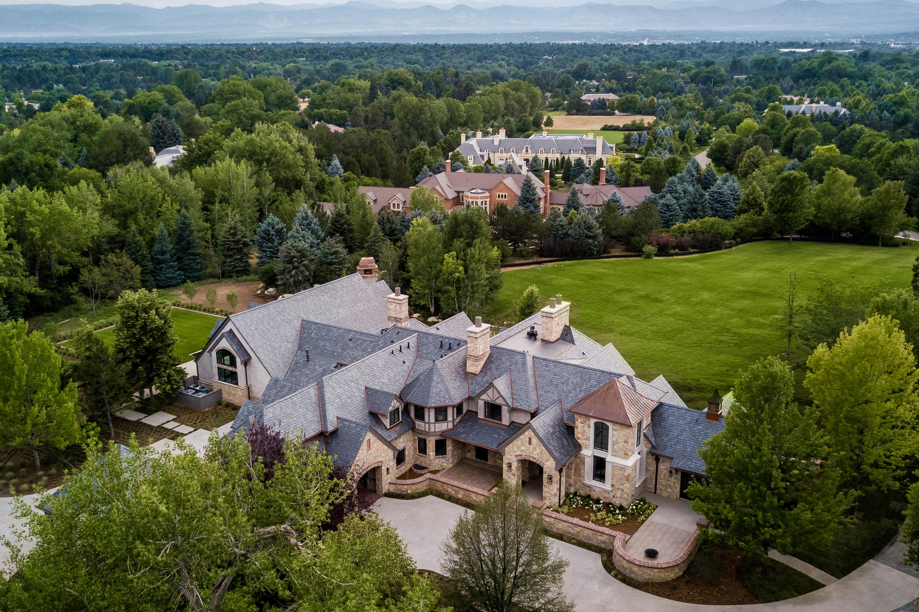 Casa Unifamiliar por un Venta en A breathtaking Colorado Masterpiece on 5 acres of lushly landscaped grounds! 10 Cherry Hills Park Dr Cherry Hills Village, Colorado 80113 Estados Unidos