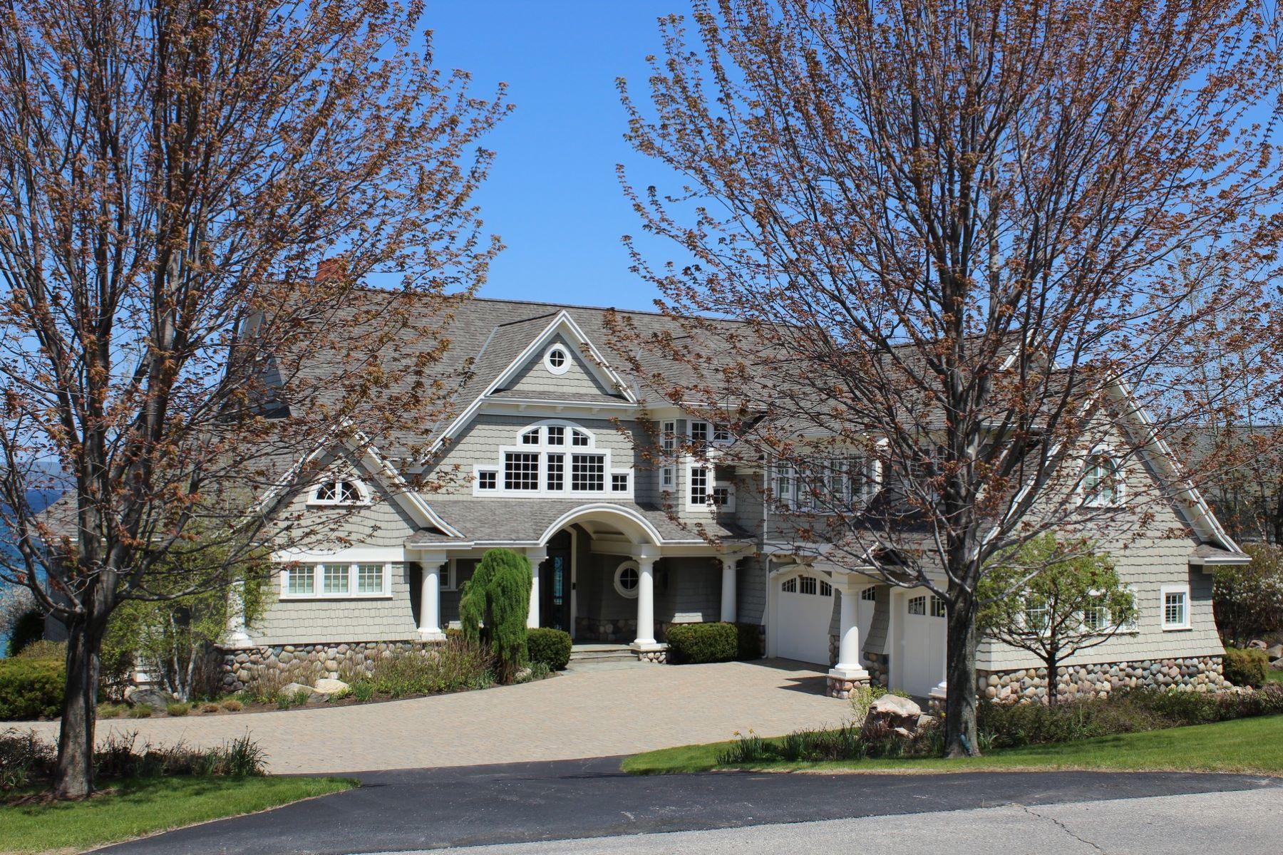 Casa para uma família para Venda às Coastal Ridge 7 5132 Coastal Drive Bay Harbor, Michigan, 49770 Estados Unidos