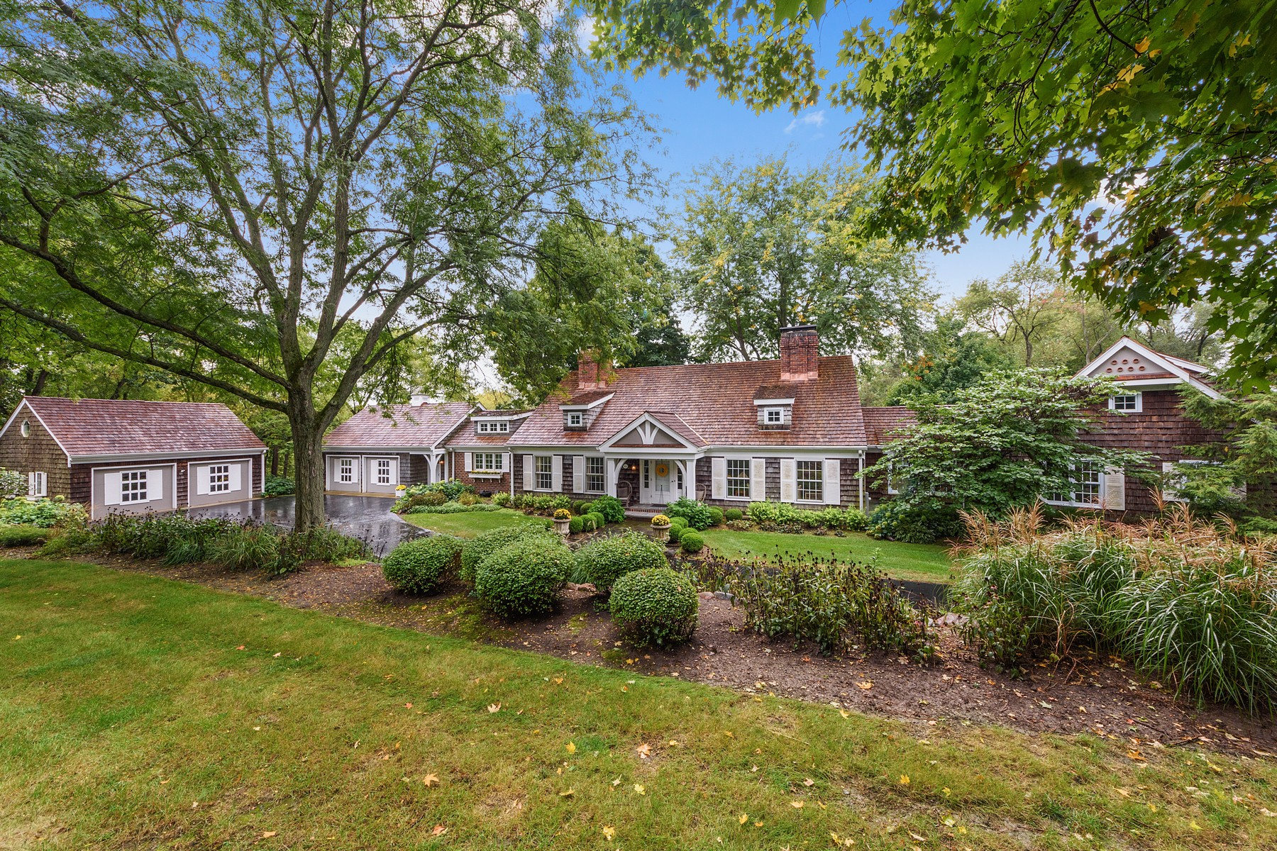 Single Family Homes للـ Sale في Country chic home 366 S Bateman Circle, Barrington Hills, Illinois 60010 United States