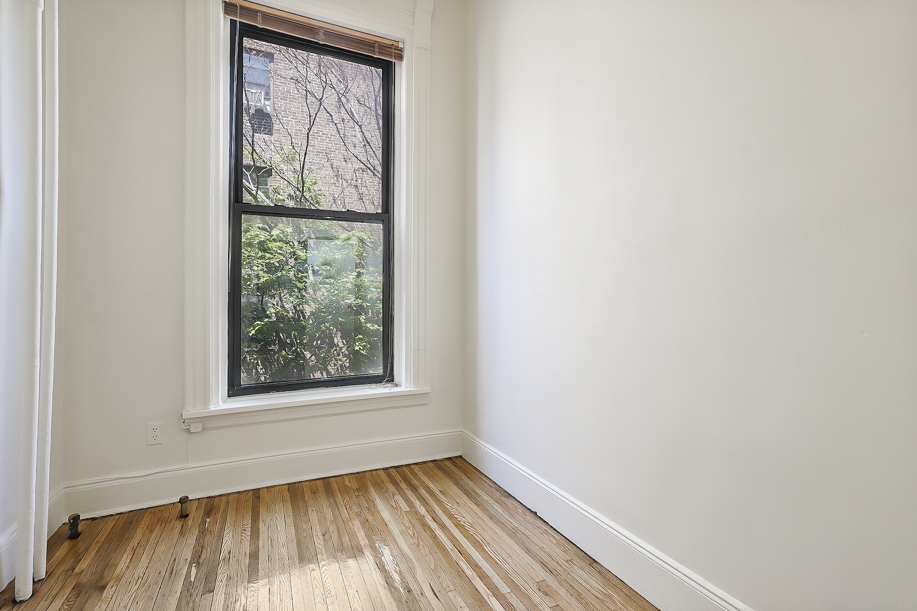 Additional photo for property listing at Beautiful One bedroom Co-op in Brownstone 20 8th Avenue Apt. 2-B 布鲁克林, 纽约州 11217 美国