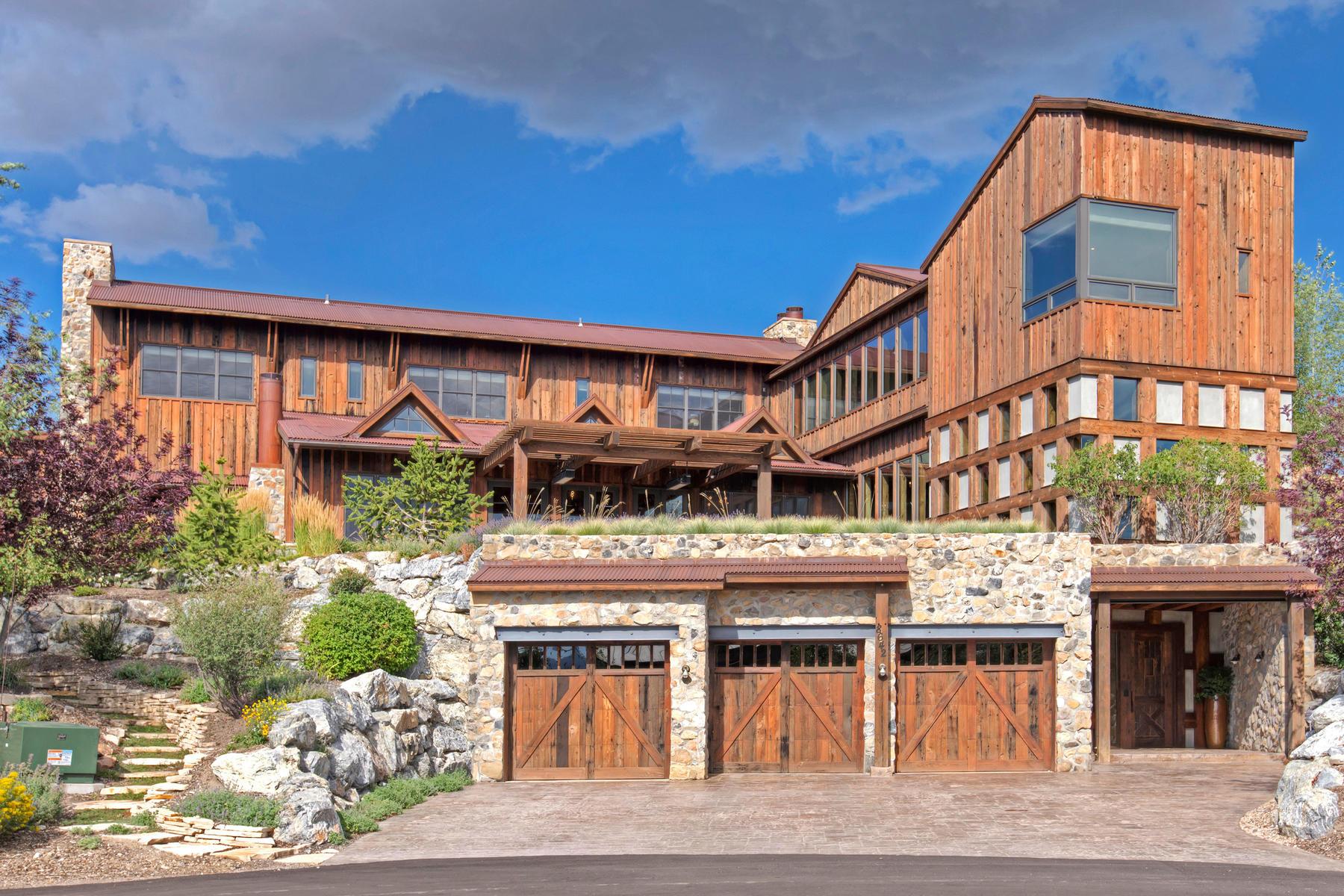 Maison unifamiliale pour l Vente à Fabulous Unique Promontory Property With Great Views Located in Wapiti Canyon 8642 N Sunset Cir Park City, Utah, 84098 États-Unis