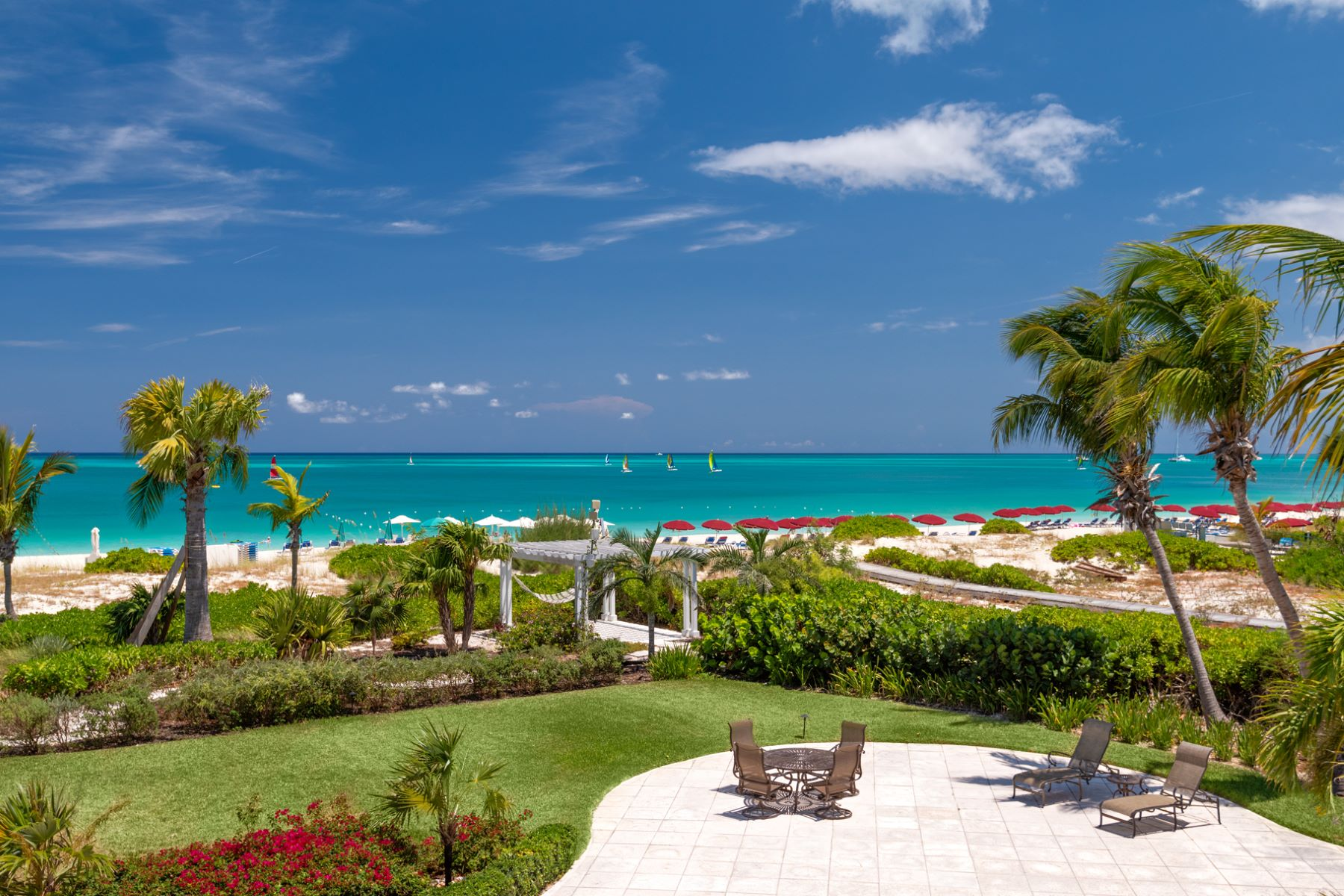 Condominio por un Venta en The Grandview on Grace Bay - Suite 202 Grace Bay, Providenciales Islas Turcas Y Caicos