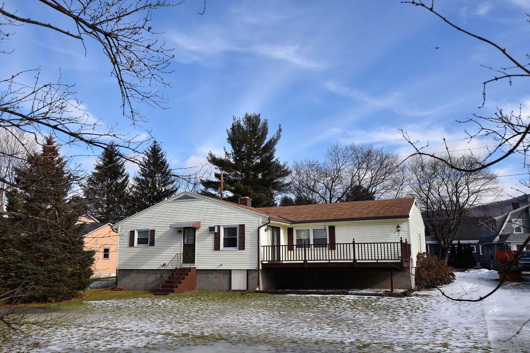Частный односемейный дом для того Продажа на Northeast Section-Huge Potentail 11 Clark, Rutland, Вермонт, 05701 Соединенные Штаты