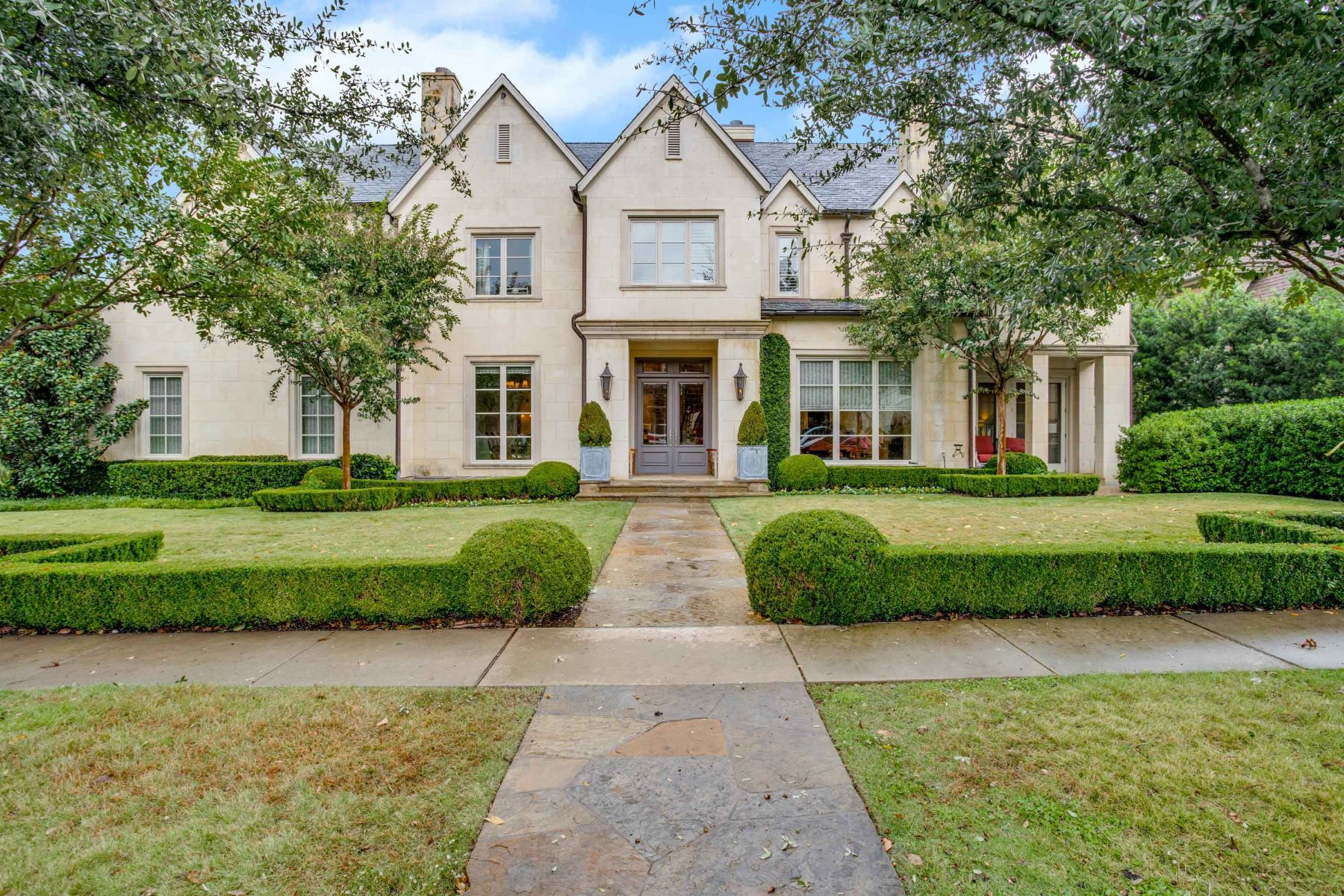 Single Family Homes for Sale at 6700 Golf Drive University Park, Texas 75205 United States