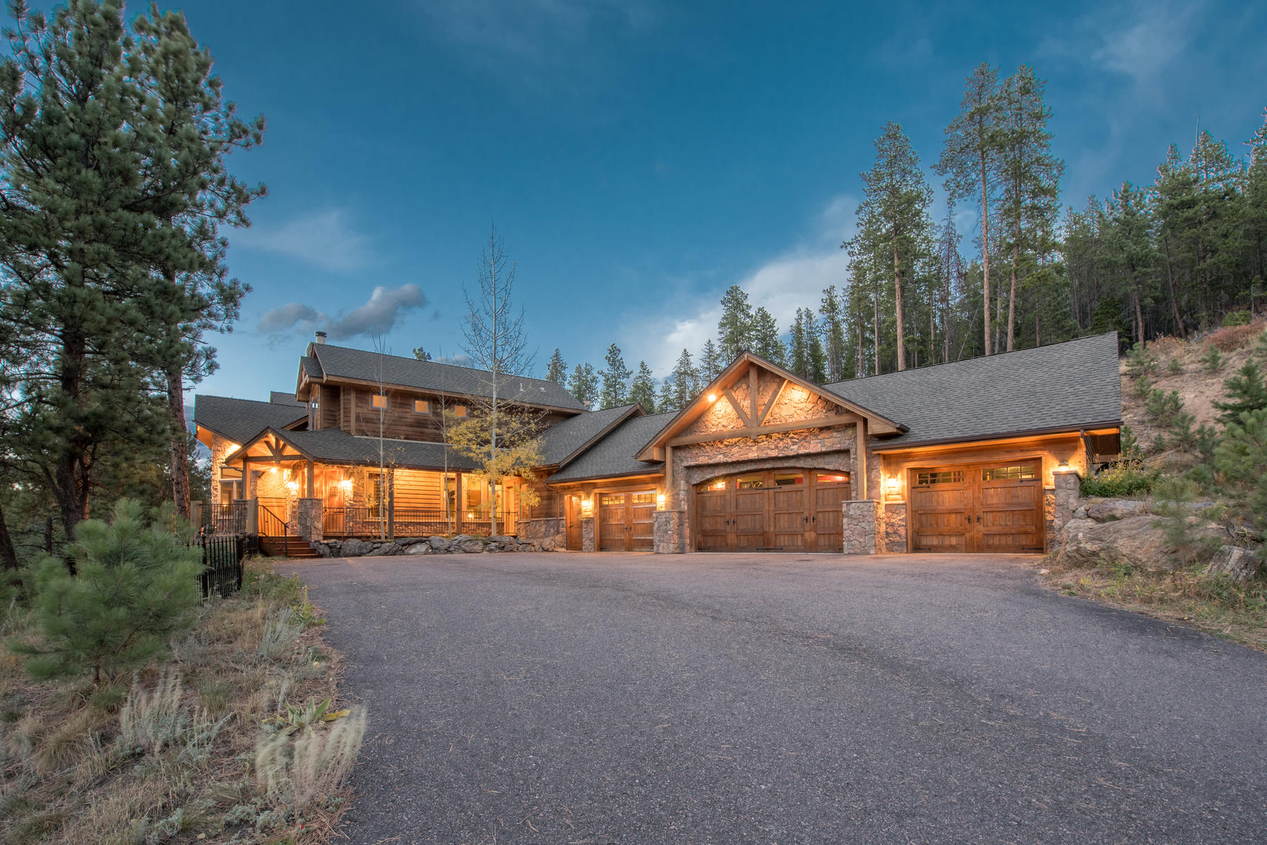 一戸建て のために 売買 アット Quintessential Colorado living defines this impressive property 29528 Blue Moon Drive Evergreen, コロラド, 80439 アメリカ合衆国