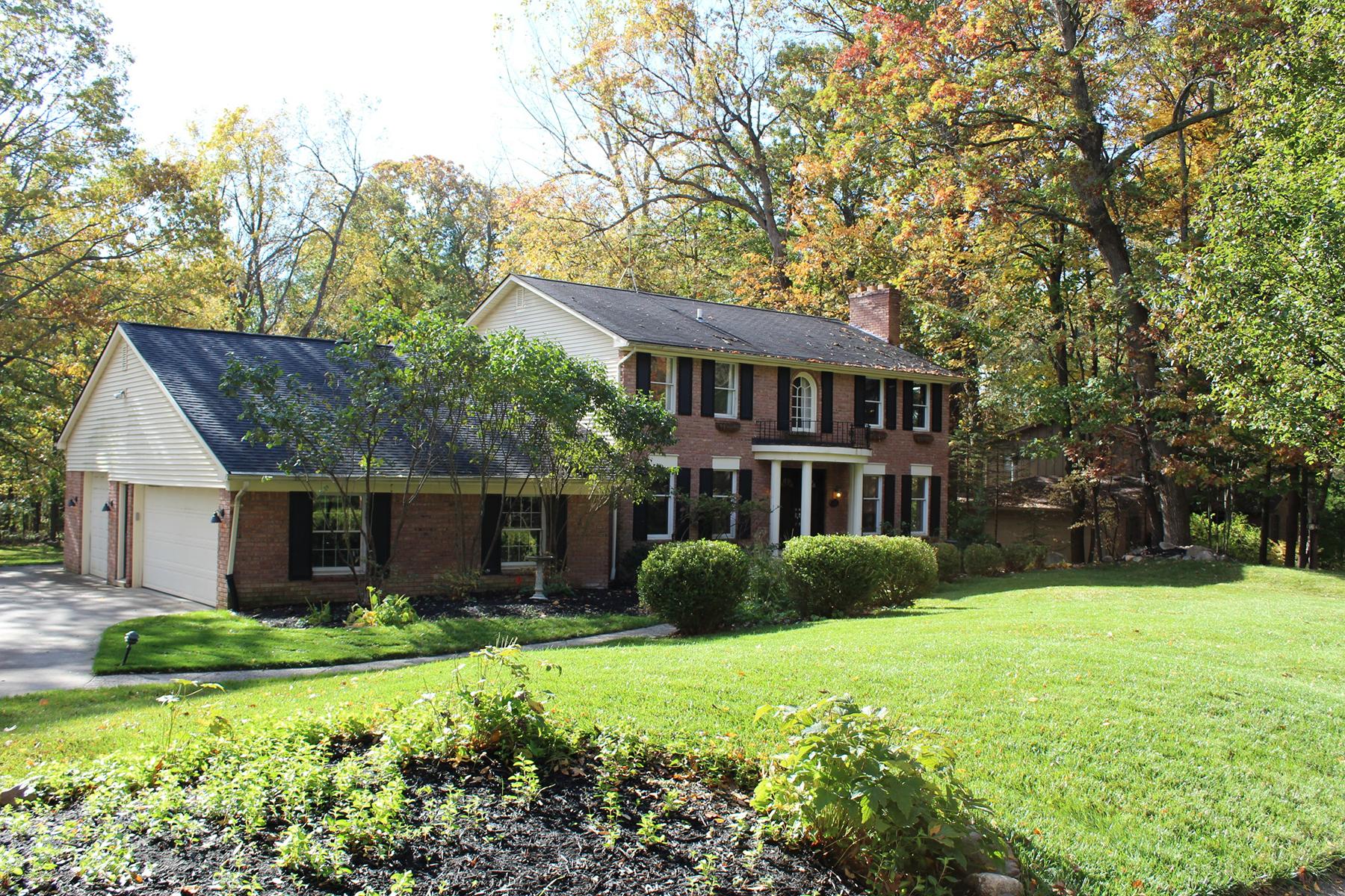 Частный односемейный дом для того Продажа на Oakland Township 236 Beechview Drive S, Oakland Township, Мичиган, 48306 Соединенные Штаты