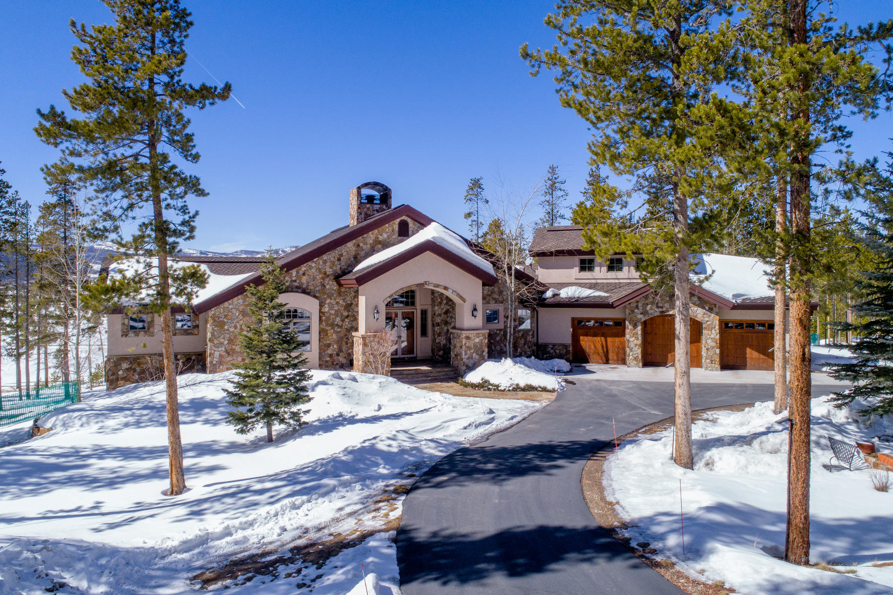 Single Family Home for Active at Luxurious custom home on 2 acres backing to the 5th hole tee on the Ridge course 35 County Road 5117/Lolly Ln Tabernash, Colorado 80478 United States