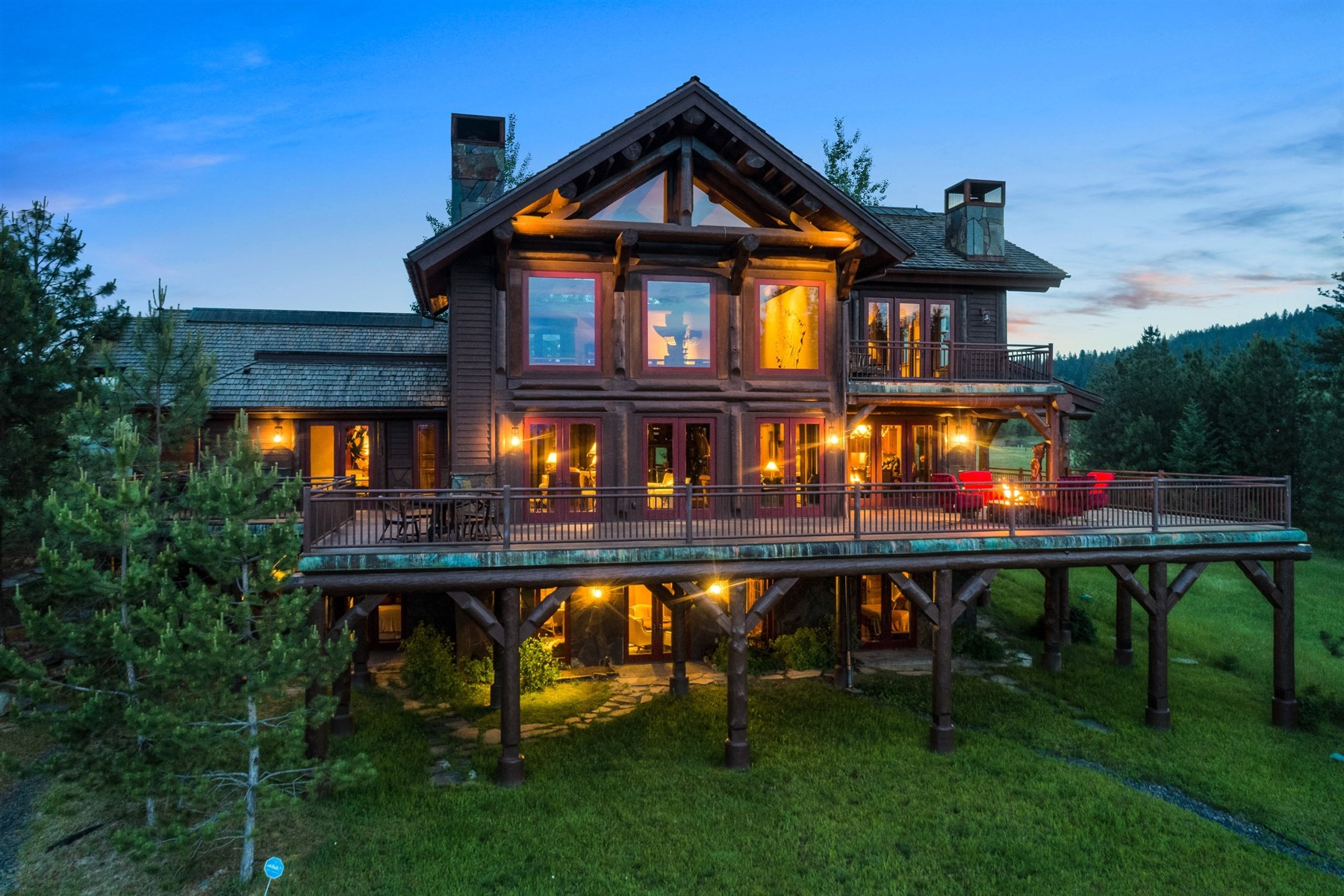 Single Family Homes للـ Sale في Exceptionally Designed Rustic Retreat 16692 S Lazurite Dr, Coeur D Alene, Idaho 83814 United States
