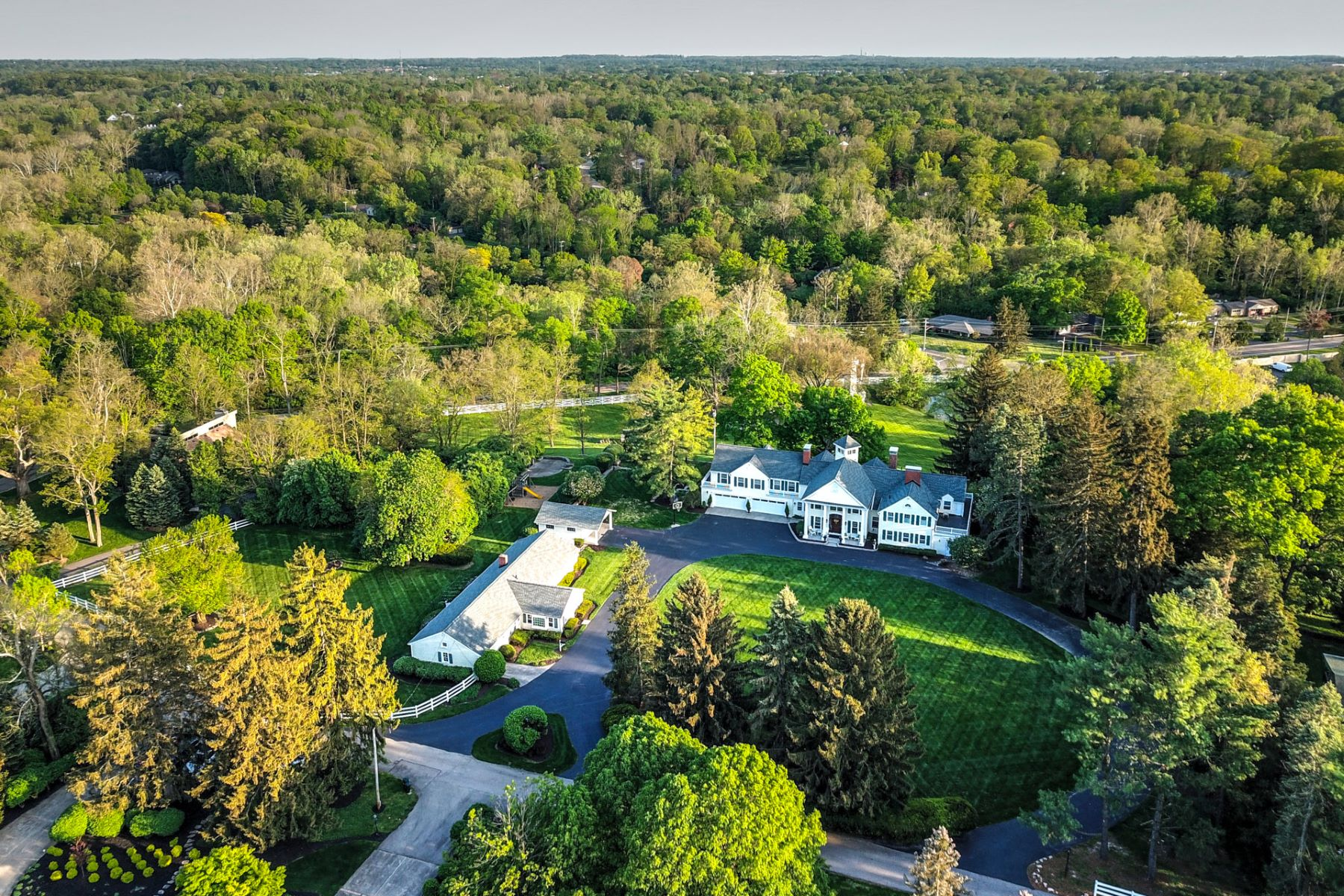 Single Family Homes für Verkauf beim Prestige Estate spread over 7 acres of meticulously groomed park-like grounds 1430 - 1440 Haven Hill Drive, Washington Township, Ohio 45459 Vereinigte Staaten