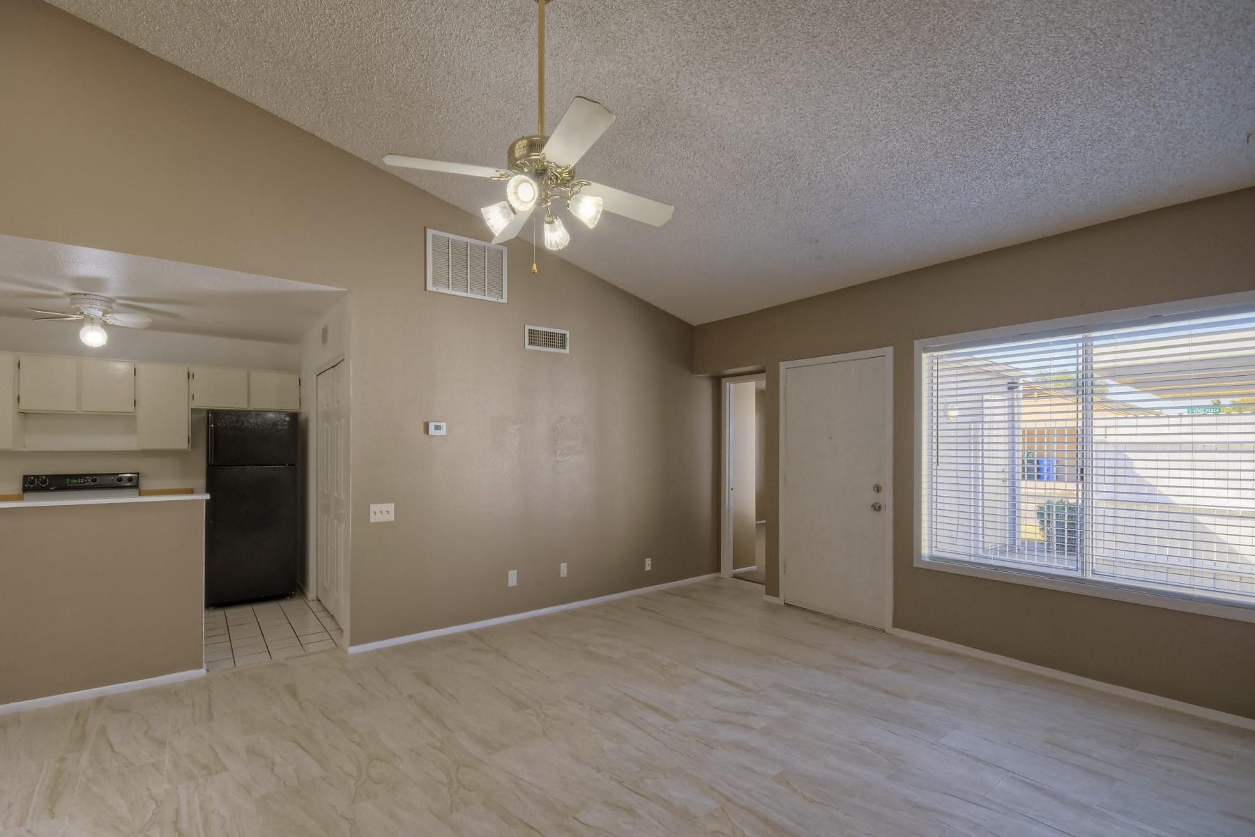 Casa unifamiliar adosada (Townhouse) por un Alquiler en Beautifully remodeled Town home in Phoenix 7009 S 42nd Pl, Phoenix, Arizona, 85042 Estados Unidos