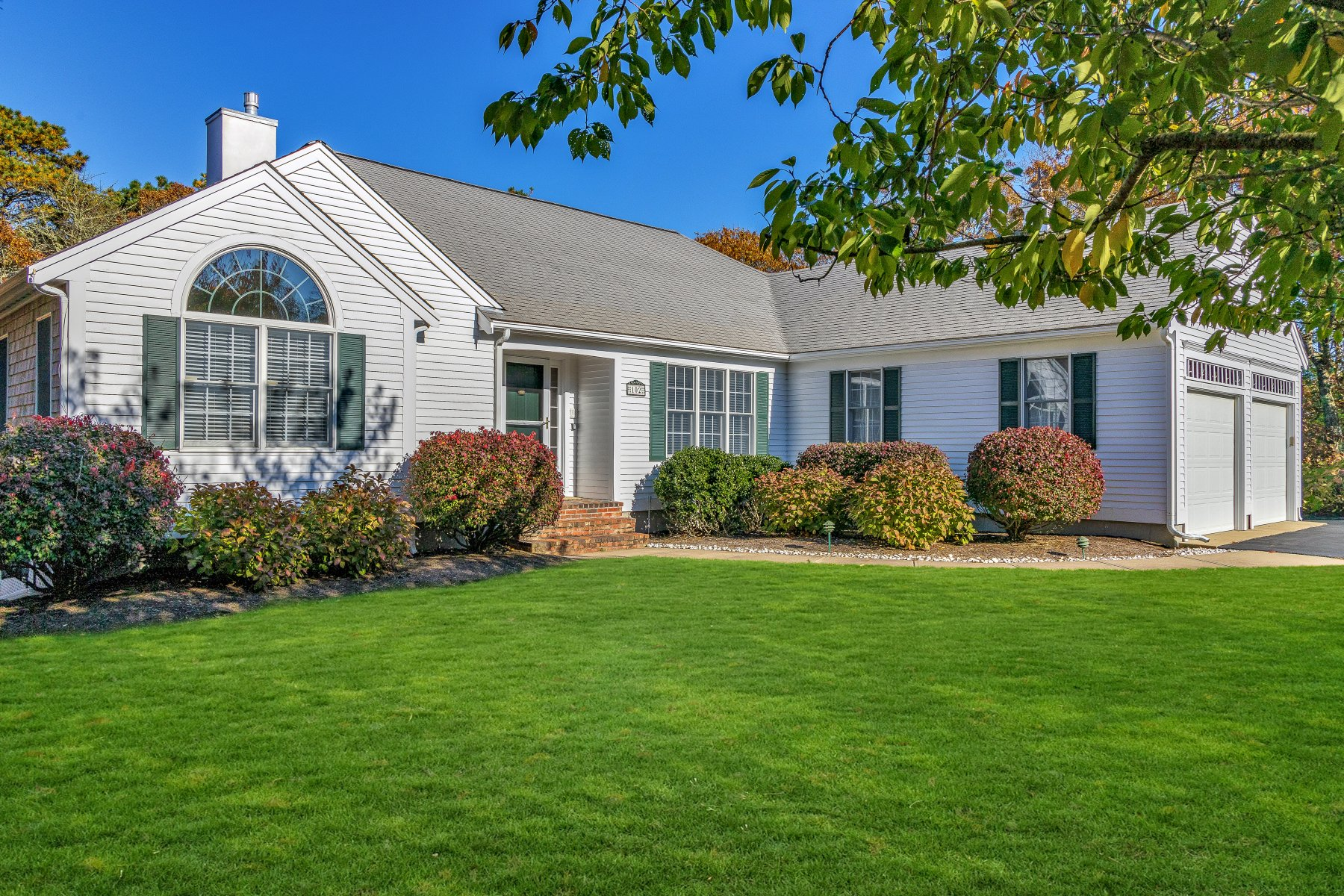 Single Family Homes for Sale at 102 Courtney Road, Harwich 102 Courtney Road Harwich, Massachusetts 02645 United States