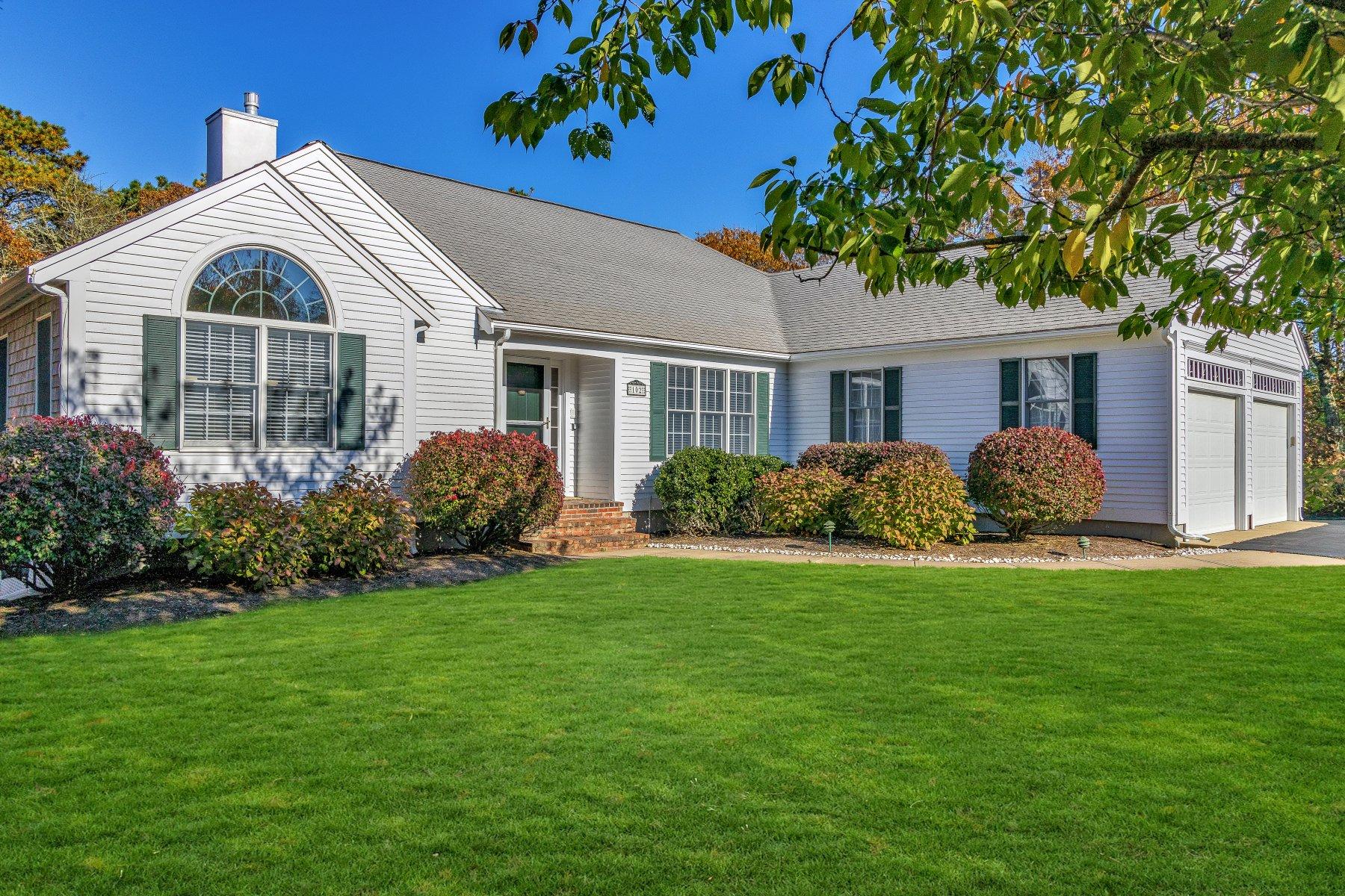 Single Family Homes pour l Vente à 102 Courtney Road, Harwich 102 Courtney Road Harwich, Massachusetts 02645 États-Unis