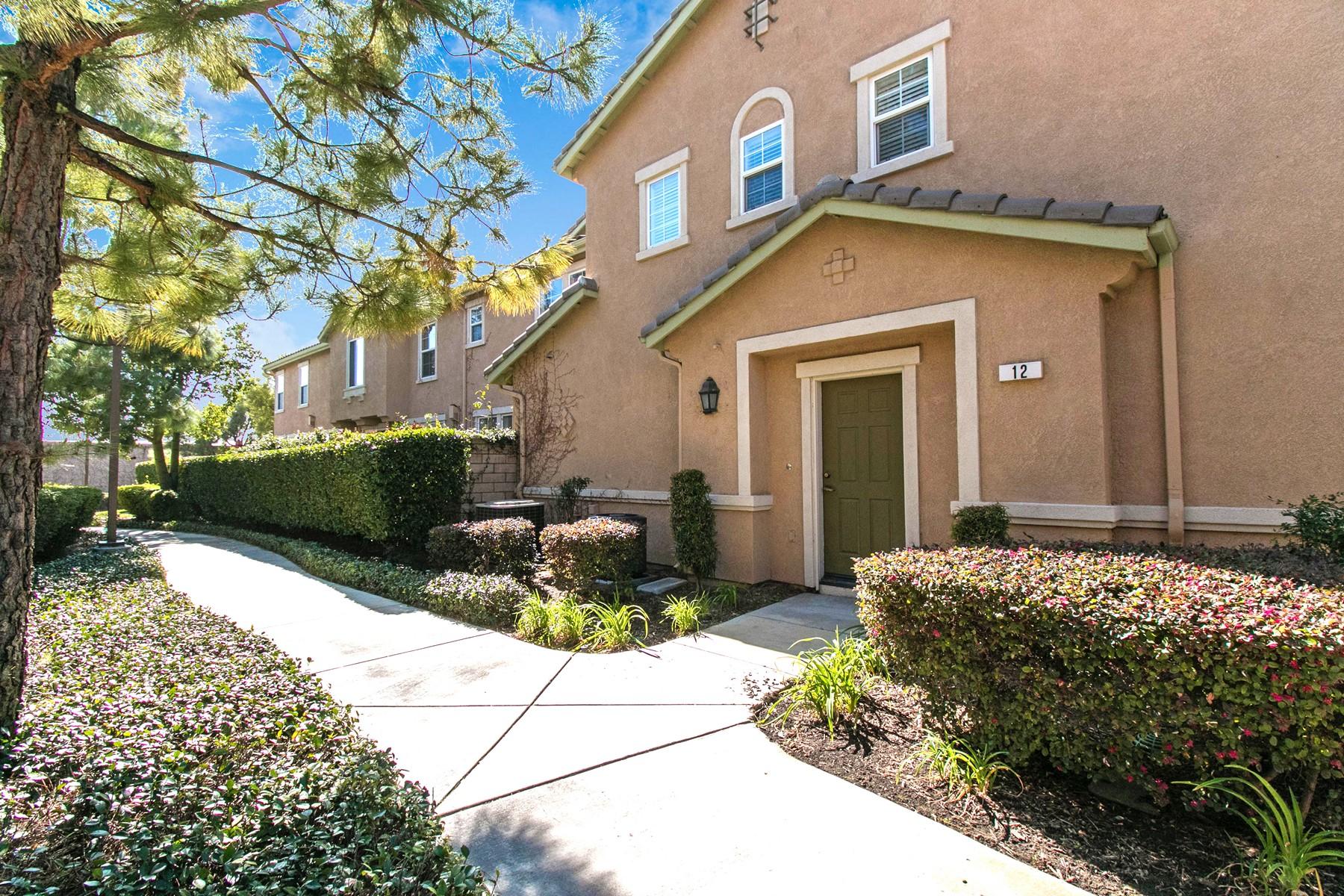 Condominiums para Venda às 11450 Church Street # 12,. Rancho Cucamonga, CA 91730 Rancho Cucamonga, Califórnia 91730 Estados Unidos