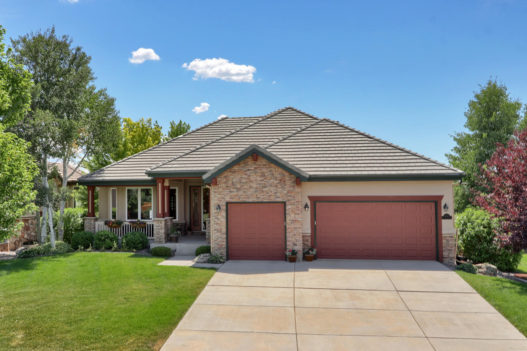 Single Family Homes for Sale at Extraordinary Golf Community Living with Mountain & Golf views 6732 Vista Lodge Loop, Castle Pines, Colorado 80108 United States