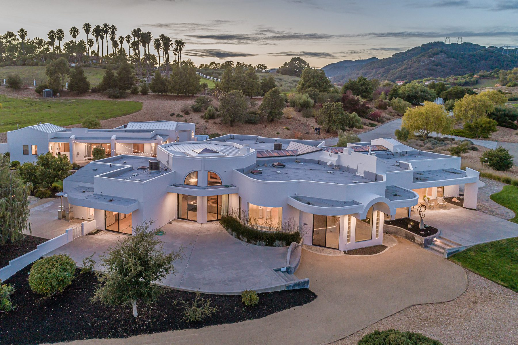 Single Family Homes para Venda às Contemporary Coastal Estate 6559 Avila Valley Drive, San Luis Obispo, Califórnia 93405 Estados Unidos