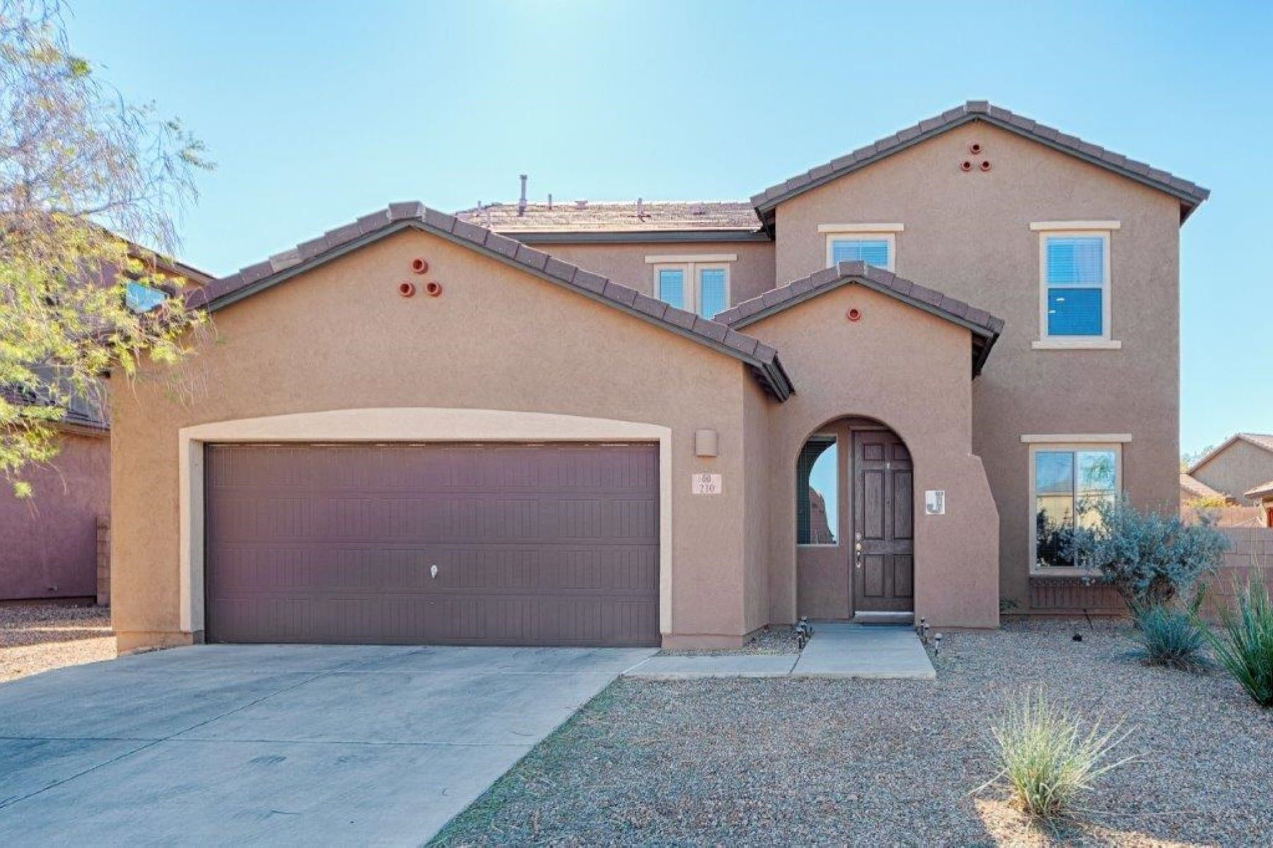 Single Family Homes for Active at Main Floor Guest Suite with Full Bath 210 E Sycamore View Road Vail, Arizona 85641 United States