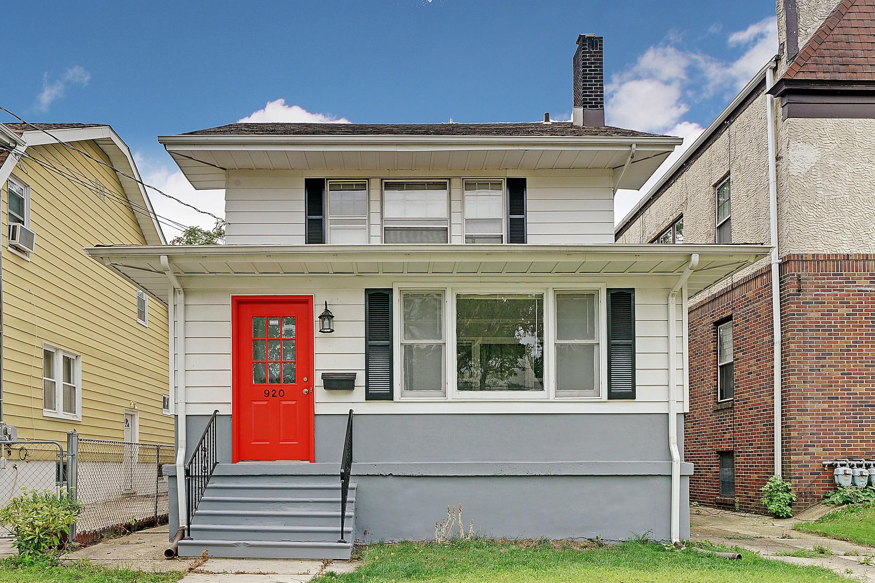 واحد منزل الأسرة للـ Sale في Inviting Shore Colonial 920 4th Ave Asbury Park, New Jersey 07712 United States