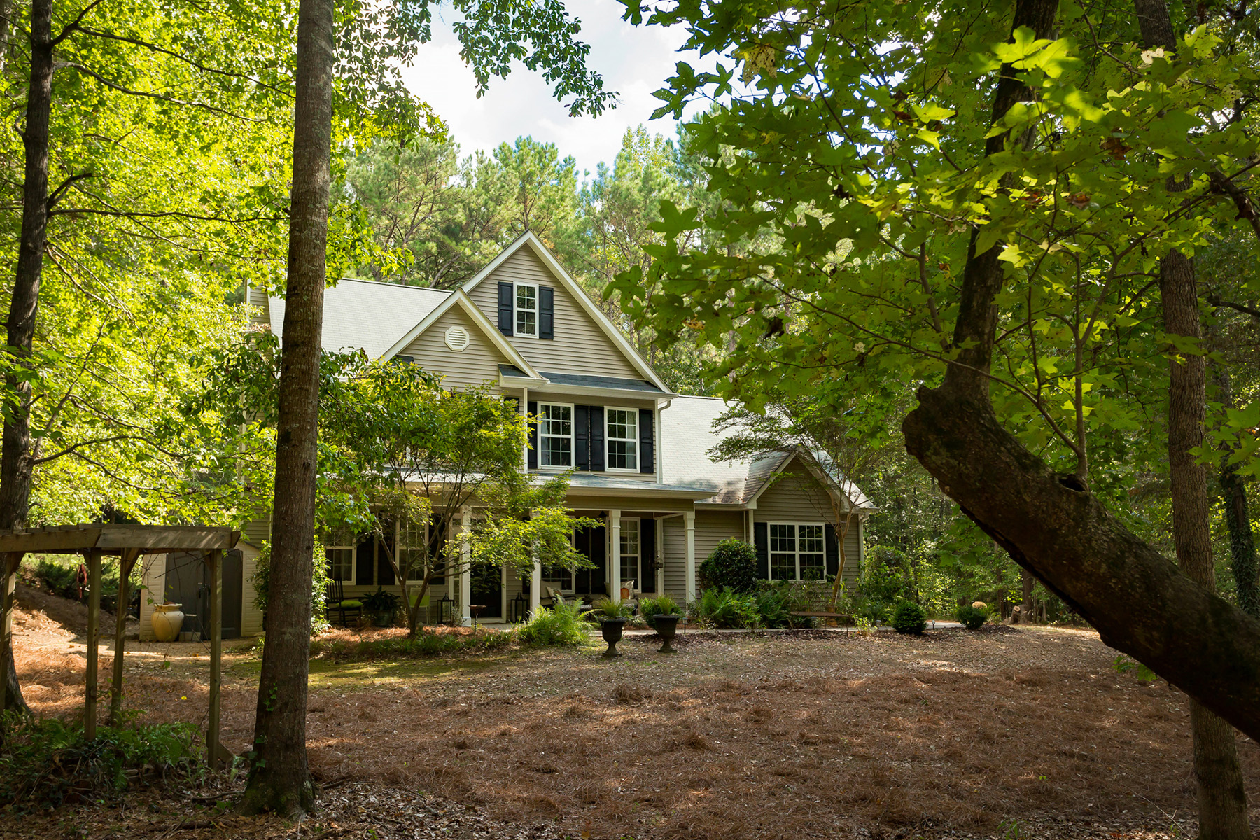 Single Family Homes vì Bán tại Charming Traditional On Private Acreage In Senoia. 70 Meadows Creek Lane, Senoia, Georgia 30276 Hoa Kỳ