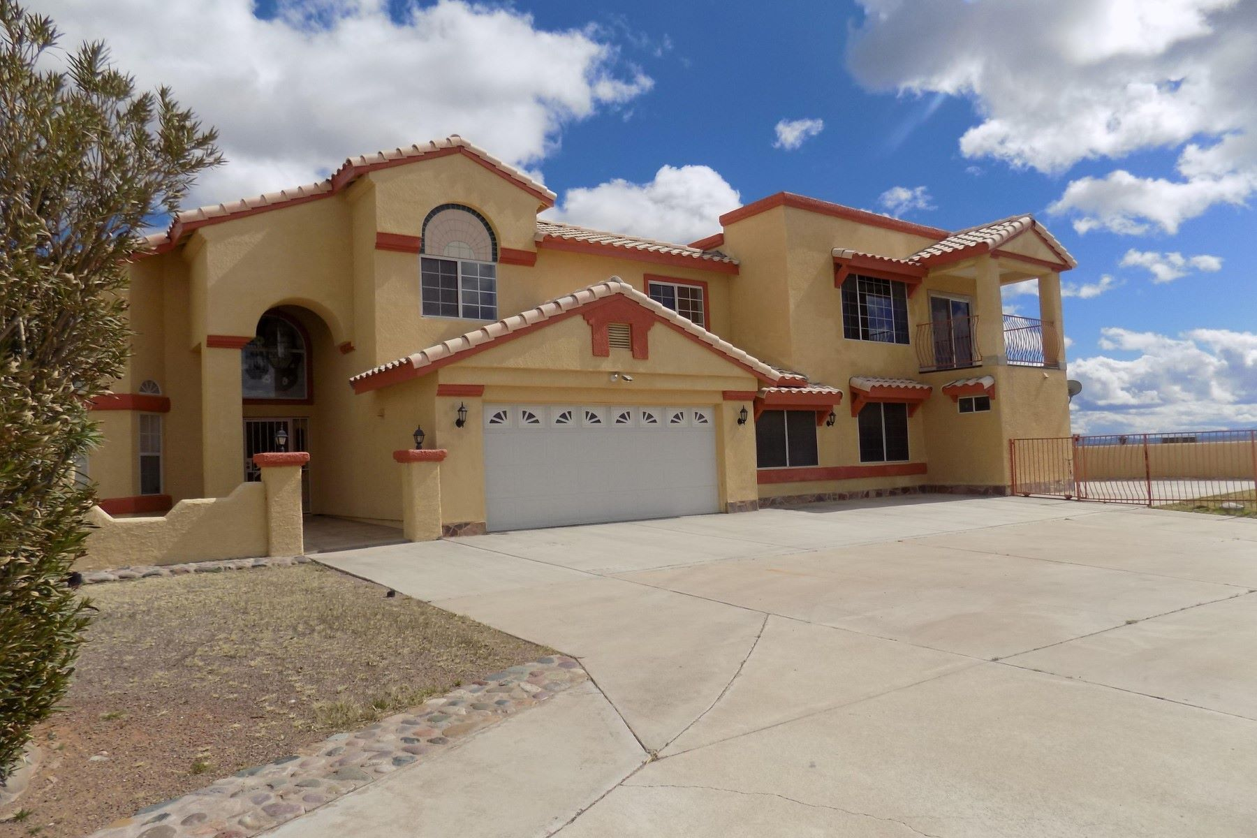 Single Family Home for Sale at Well maintained 5 bedroom home in the heart of Rio Rico 1254 Circulo Aguilar Rio Rico, Arizona, 85648 United States