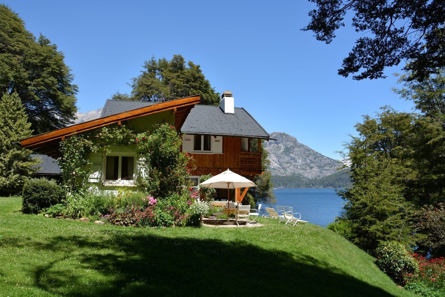 Farm / Ranch / Plantation for Sale at Exclusiva Propiedad con costa al Lago Bariloche, Argentina