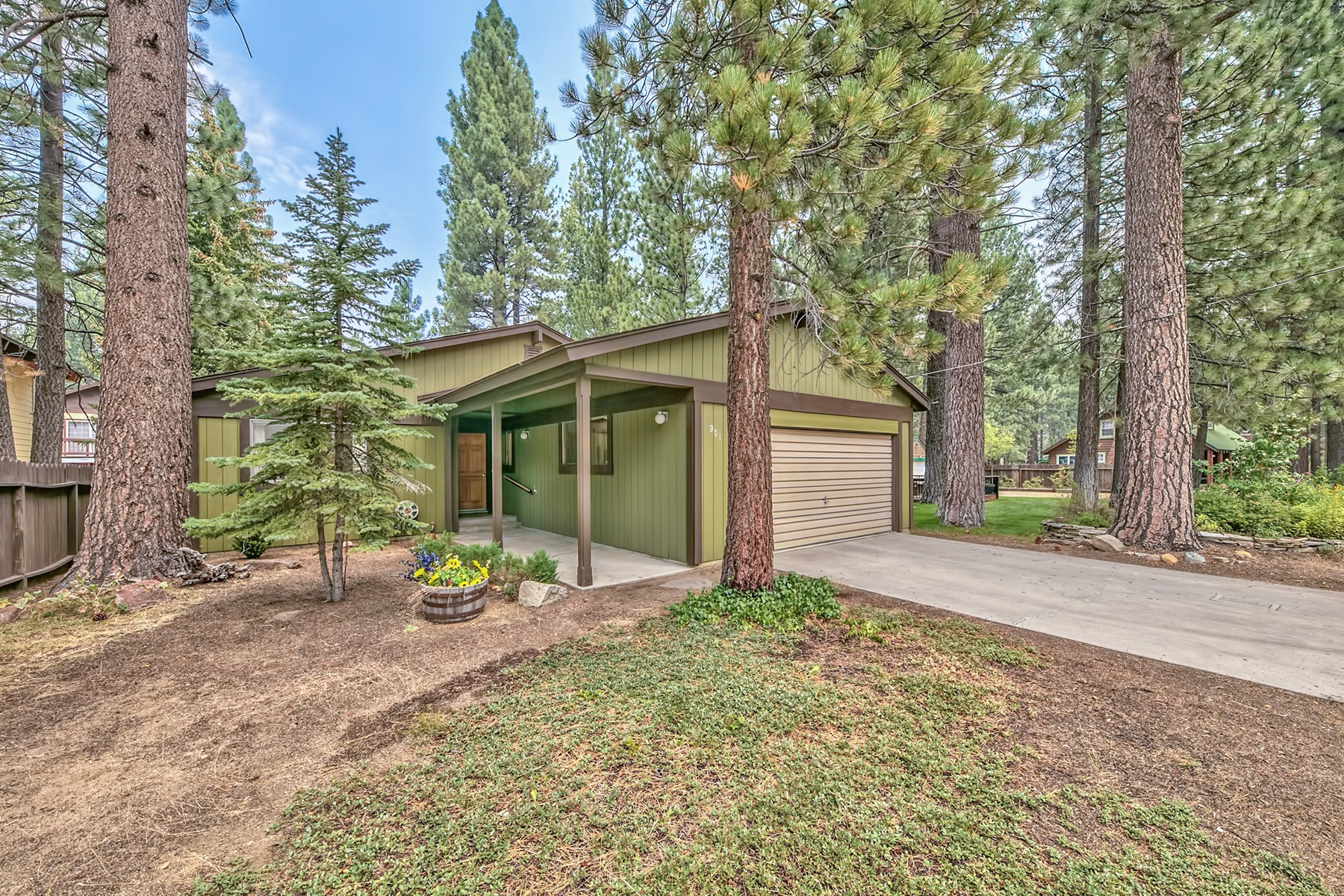 Single Family Home for Active at 901 Los Angeles Avenue, South Lake Tahoe, CA, 96150 901 Los Angeles Avenue South Lake Tahoe, California 96150 United States