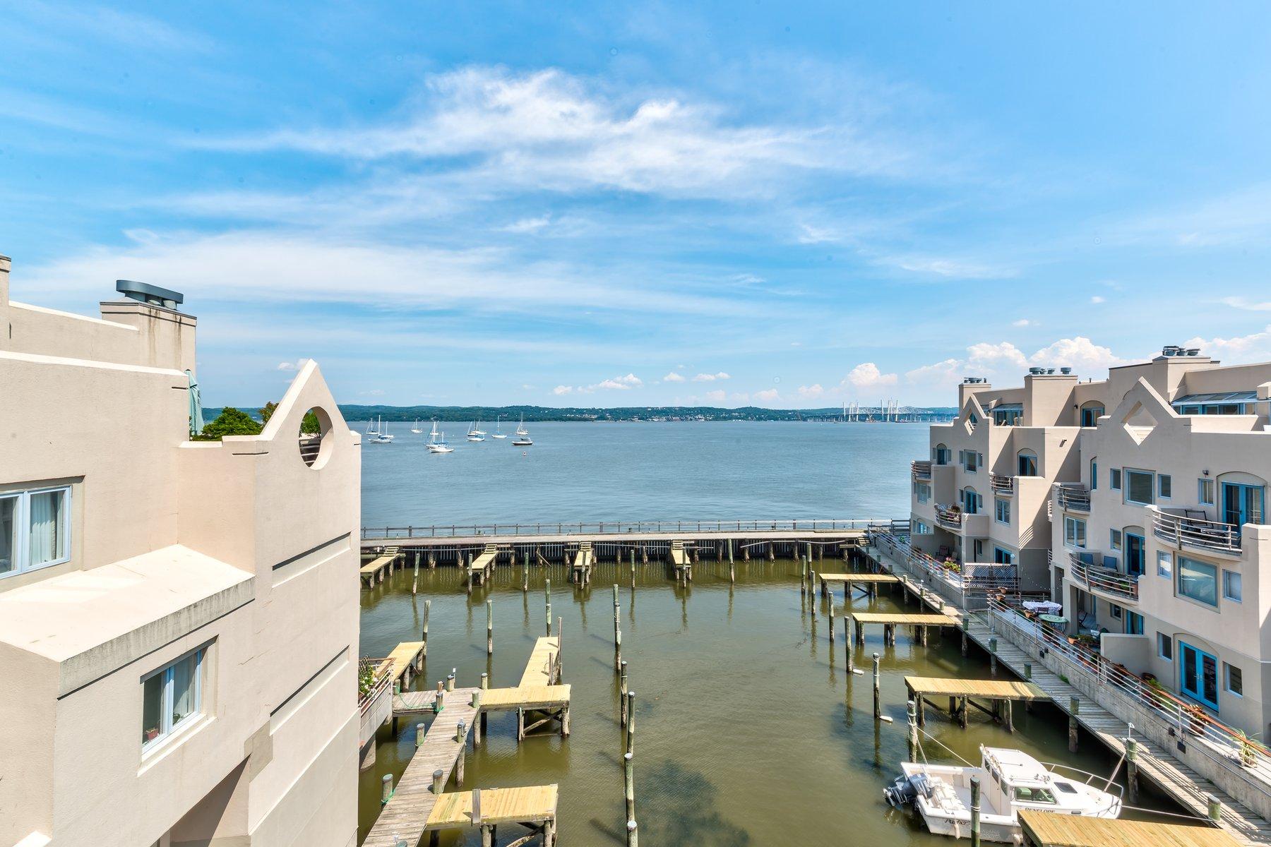 Кондоминиум для того Продажа на Breathtaking Views - Riverfront Condo 4 Burd Street #2206 Nyack, Нью-Йорк 10960 Соединенные Штаты