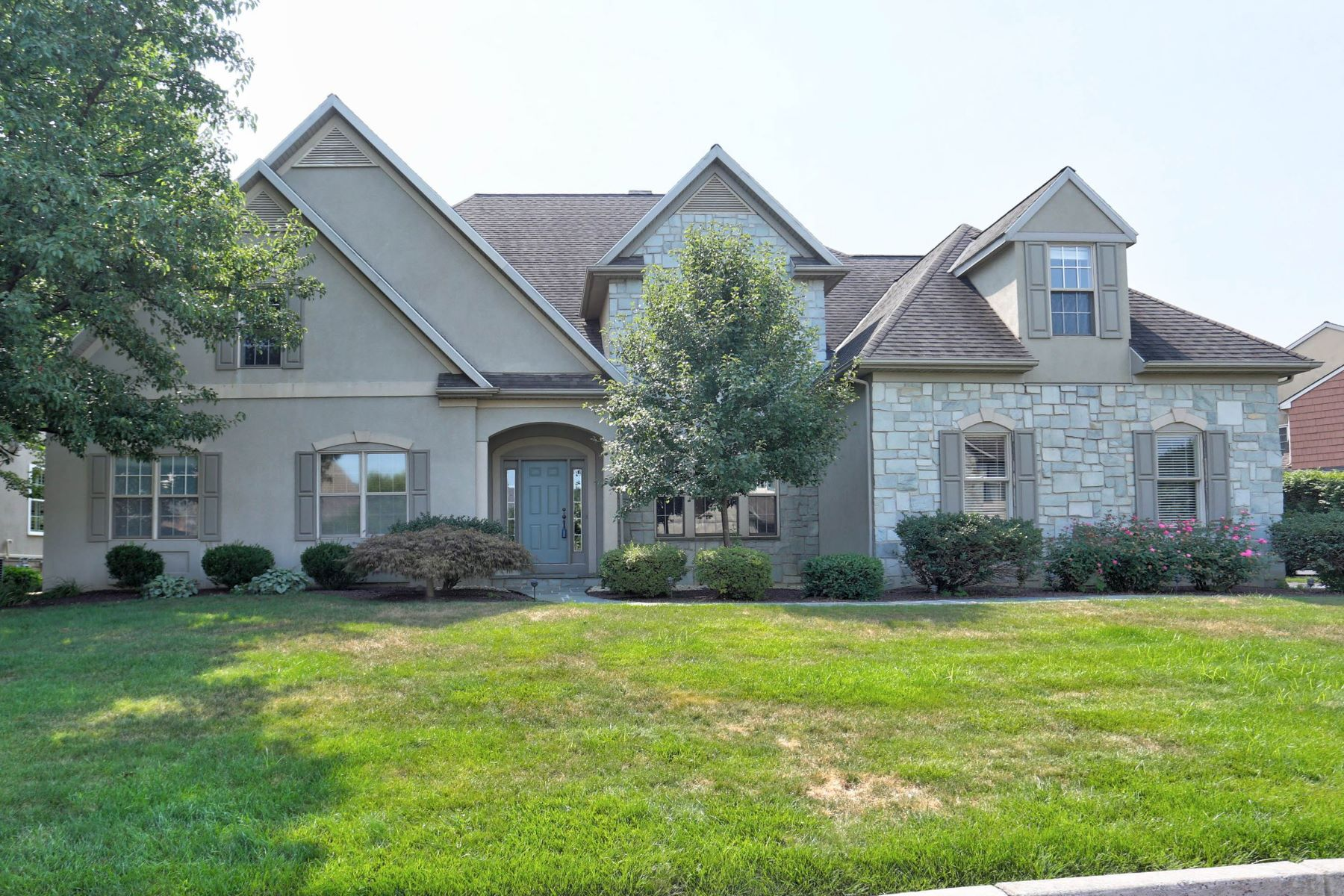 Single Family Home for Sale at 805 Woodfield Drive Lititz, Pennsylvania 17543 United States