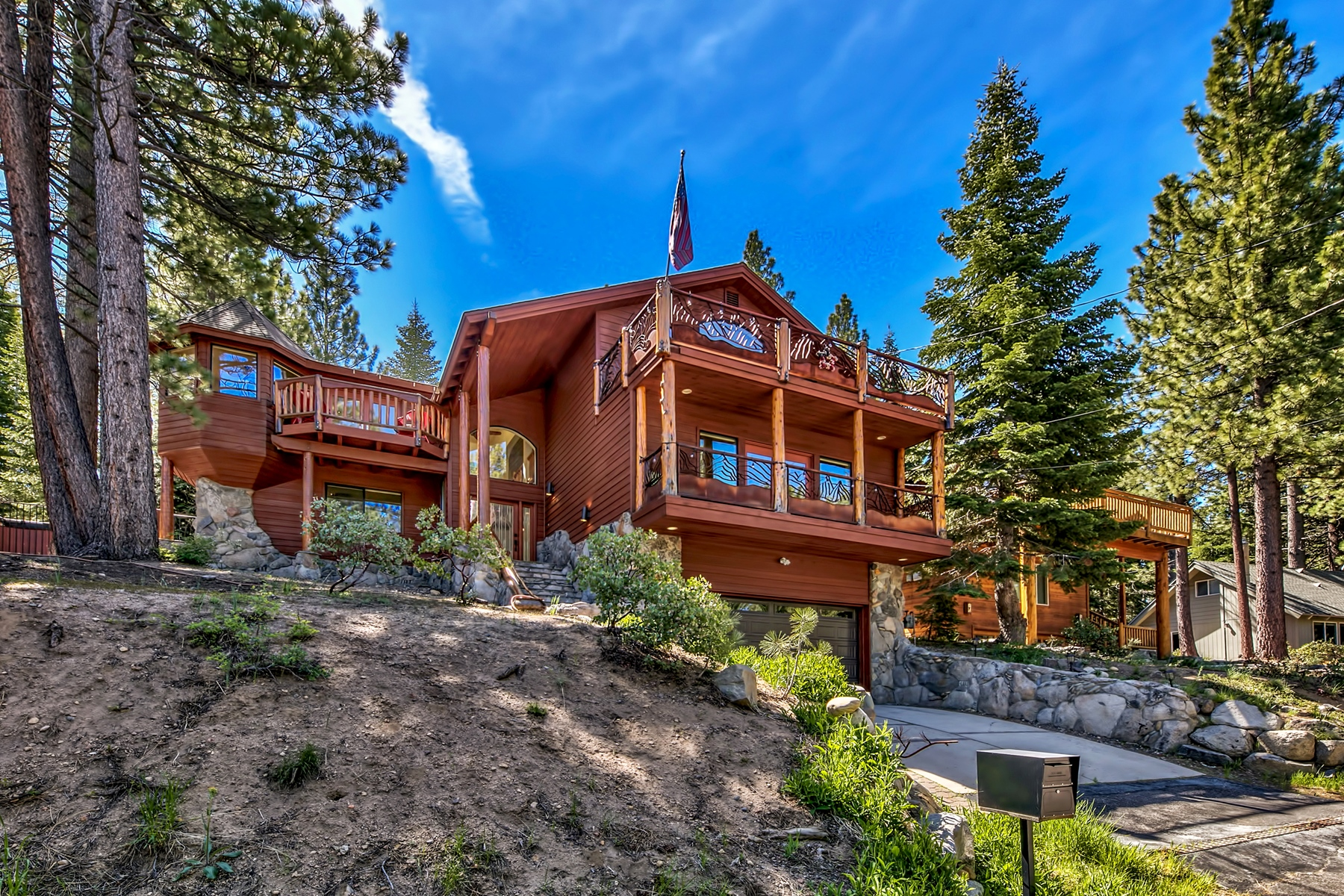 Single Family Homes for Active at 1461 Skyline Drive, South Lake Tahoe, CA 96150 1461 Skyline Drive South Lake Tahoe, California 96150 United States