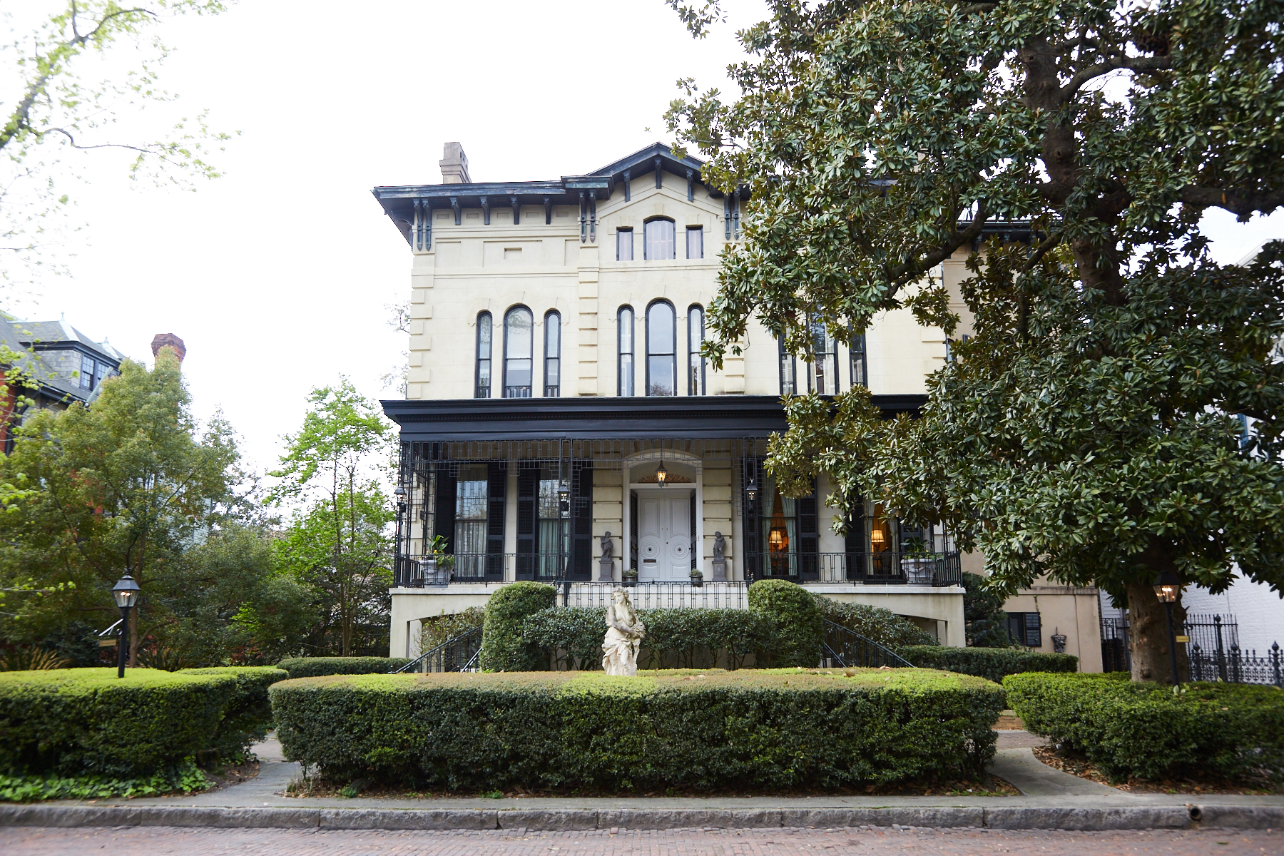 多戶家庭房屋 為 出售 在 213 East Hall Street 213 East Hall Street Savannah, 喬治亞州 31401 美國