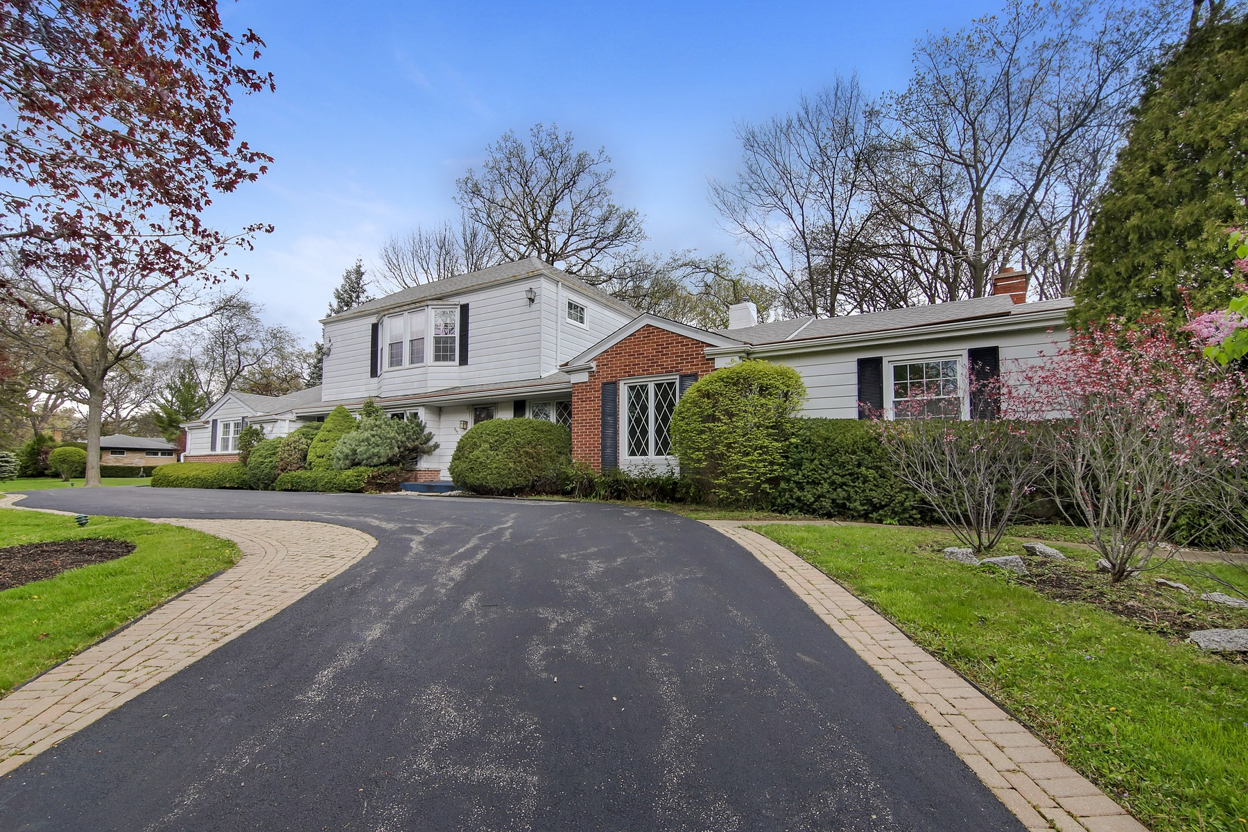 独户住宅 为 销售 在 Beautiful Corner Lot Home 693 Hill Street 海兰帕克, 伊利诺斯州, 60035 美国