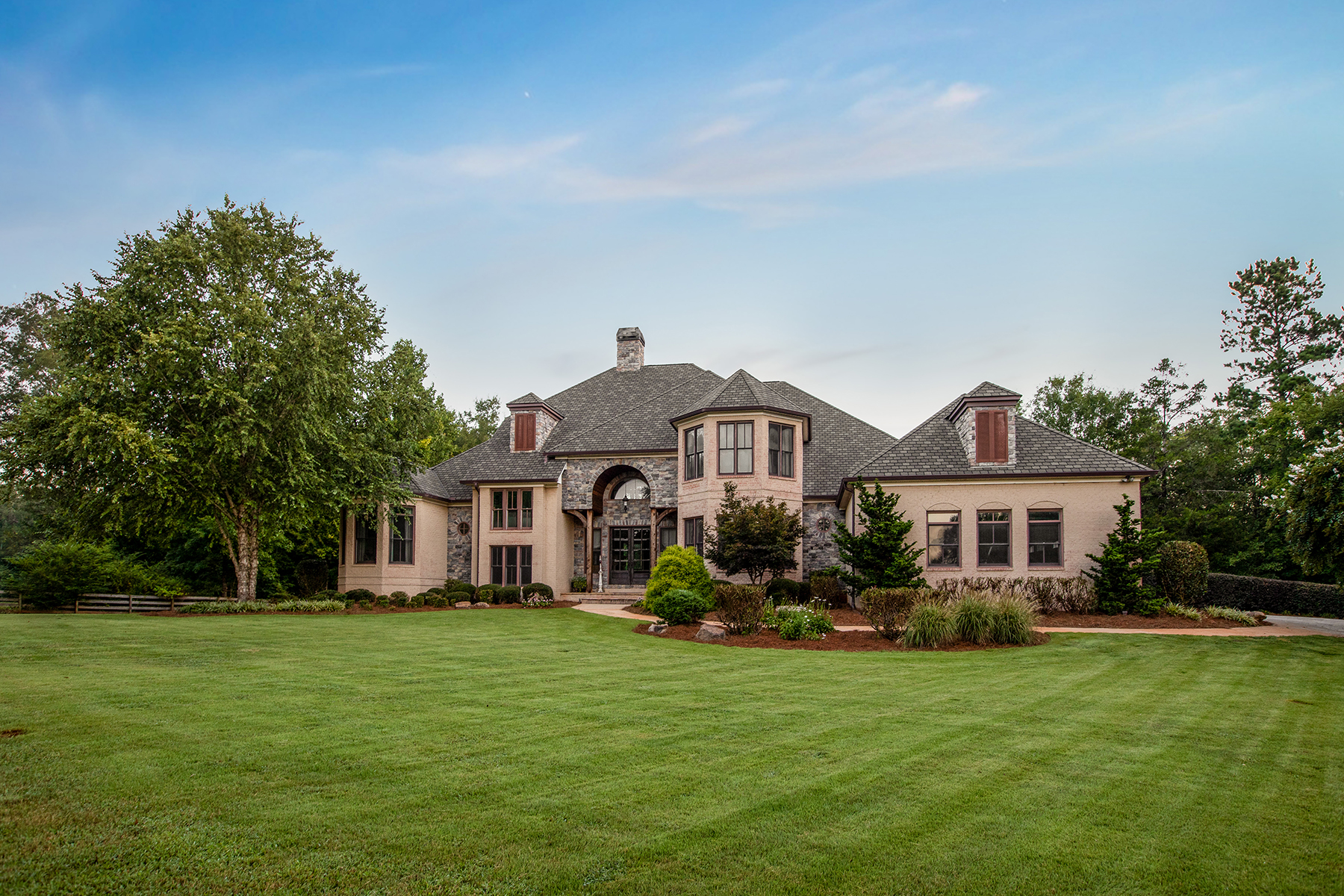 Частный односемейный дом для того Продажа на European-Style Brick and Stone Manor Situated Amid 71 Acres in Jackson Georgia 179 McIntosh Circle Jackson, Джорджия 30233 Соединенные Штаты