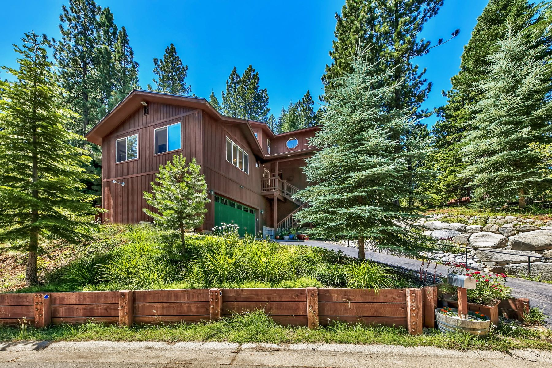 Single Family Homes 为 销售 在 2341 Sierra House Trail, South Lake Tahoe, CA 96150 2341 Sierra House Trail 南太浩湖, 加利福尼亚州 96150 美国