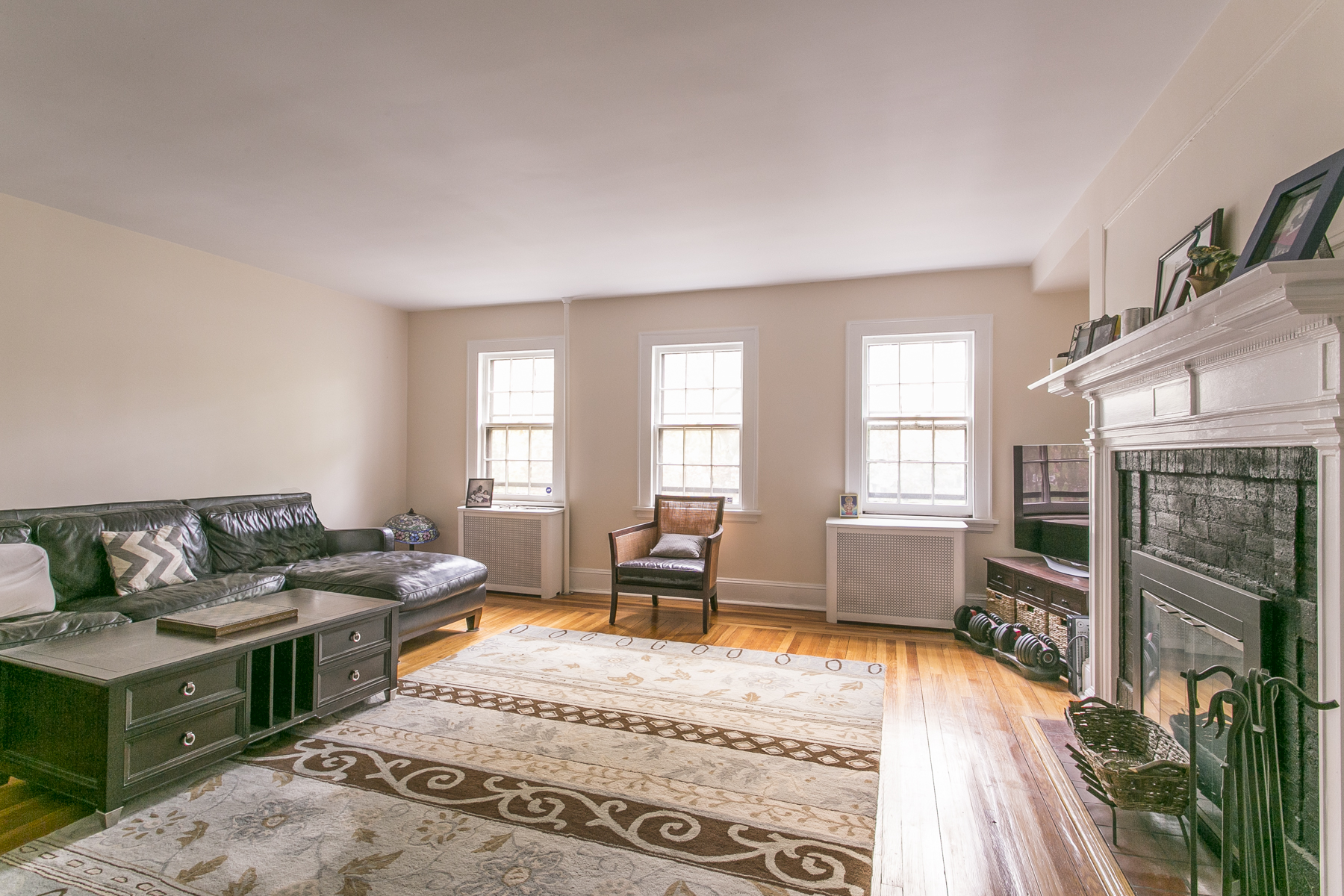 "Additional photo for property listing at ""RENOVATED 3 BEDROOM DUPLEX FACING PARKLAND""  森林山, 纽约州 11375 美国"