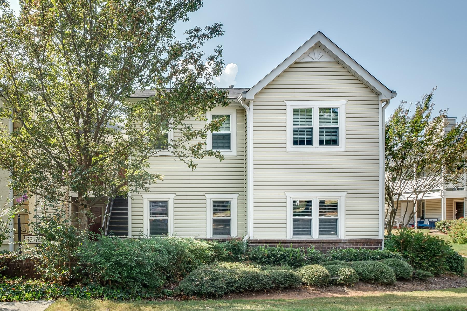 Condominiums のために 売買 アット Rare Ground Level Unit Available at the Condos of Avondale Estates 67 Hampshire Ct, Avondale Estates, ジョージア 30002 アメリカ