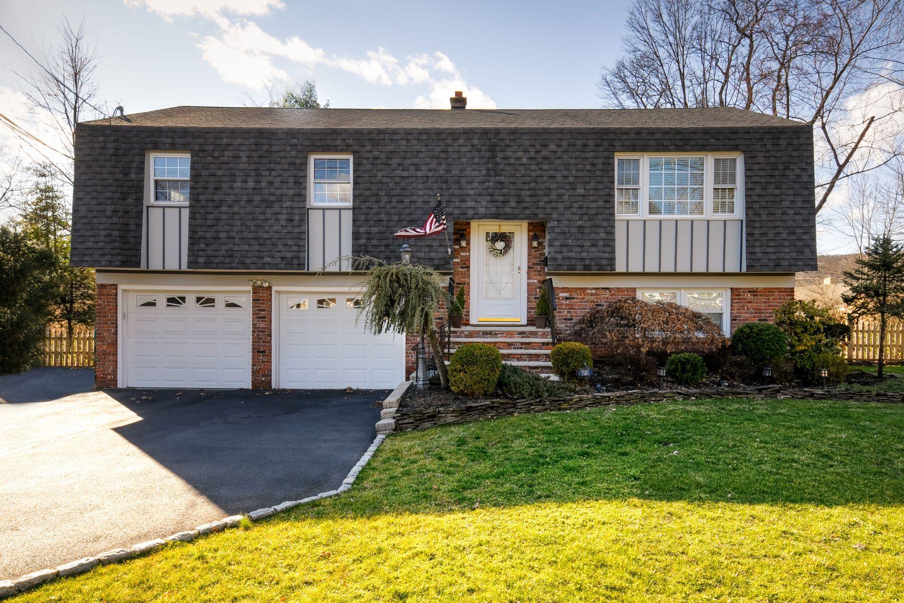 Single Family Homes por un Venta en Meticulously Maintained Four Bedroom Bi-Level 25 Greenbrook Road, Middlesex, Nueva Jersey 08846 Estados Unidos