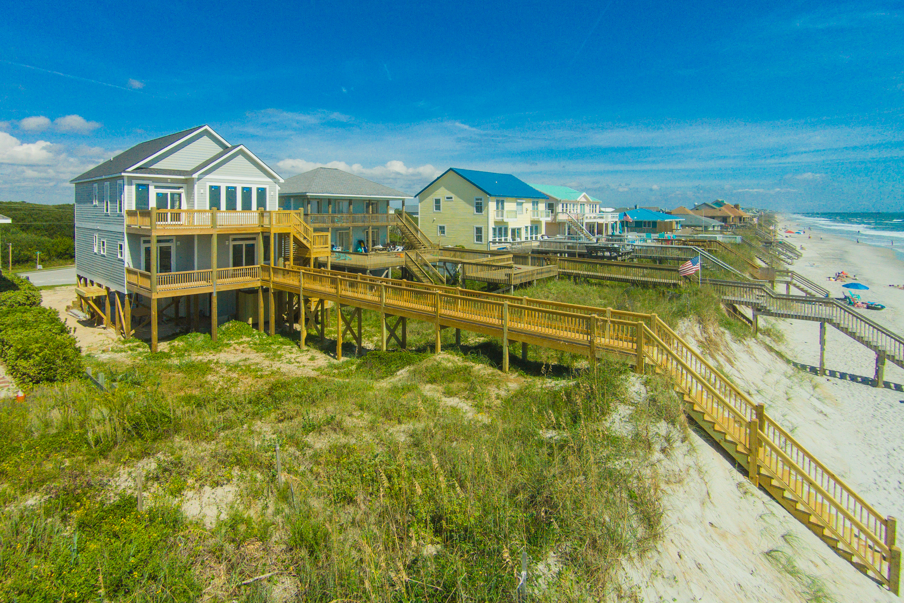 独户住宅 为 销售 在 Oceanfront & Inspirational Coastal Home 1212 S Shore Dr, Surf City, 北卡罗来纳州, 28445 美国